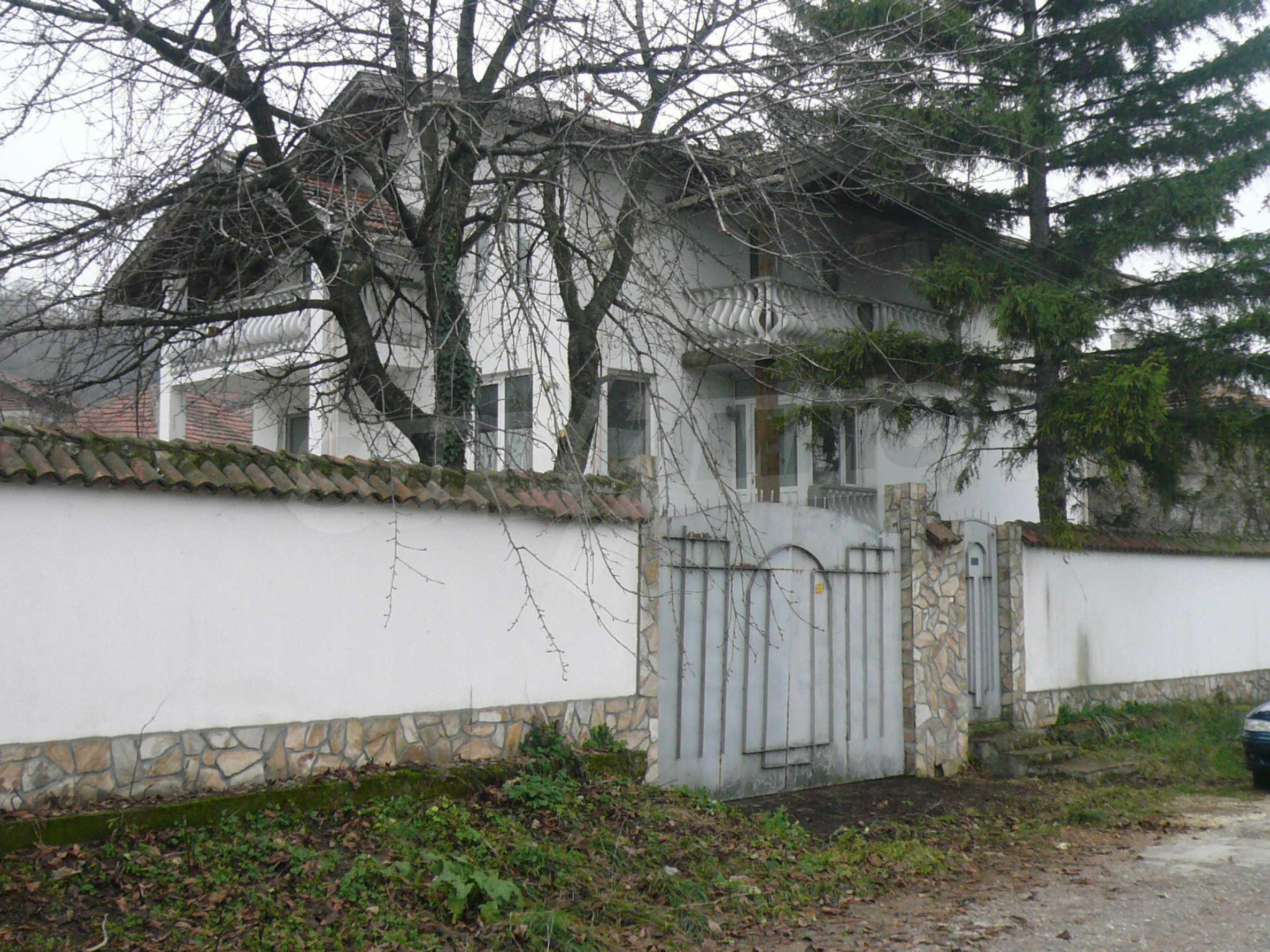Голяма двуетажна къща близо до Видин 41