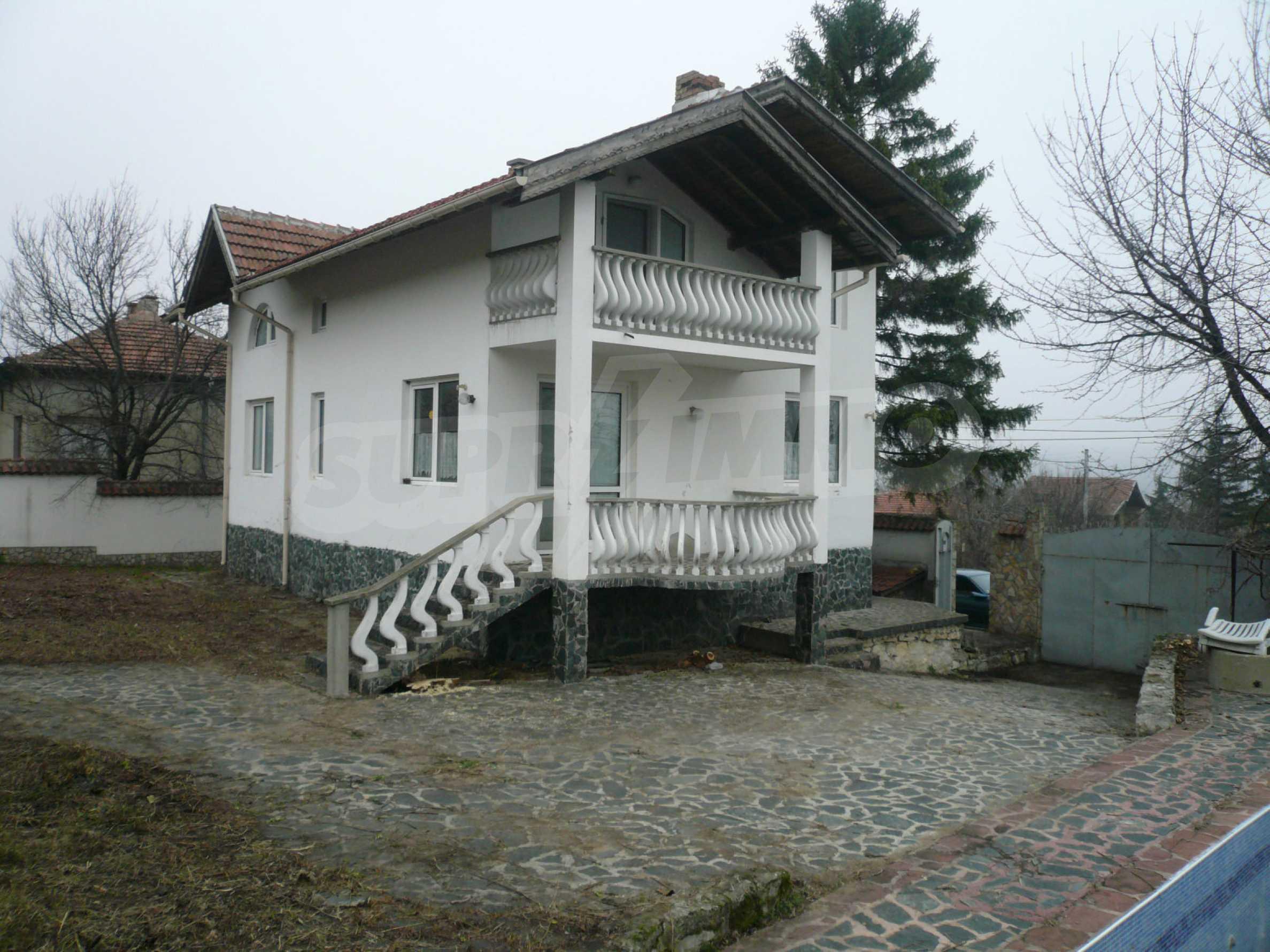 Голяма двуетажна къща близо до Видин 8