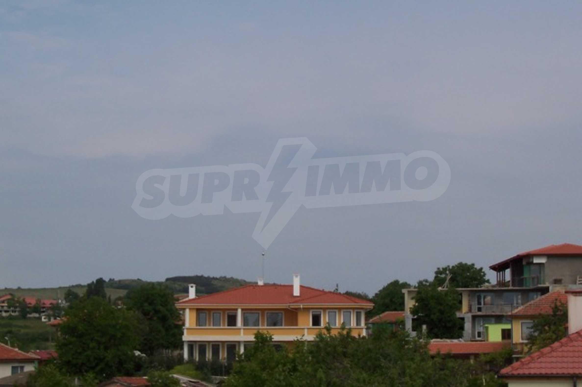 Луксозна двуетажна къща с два гаража и панорамна гледка към морето и града 6
