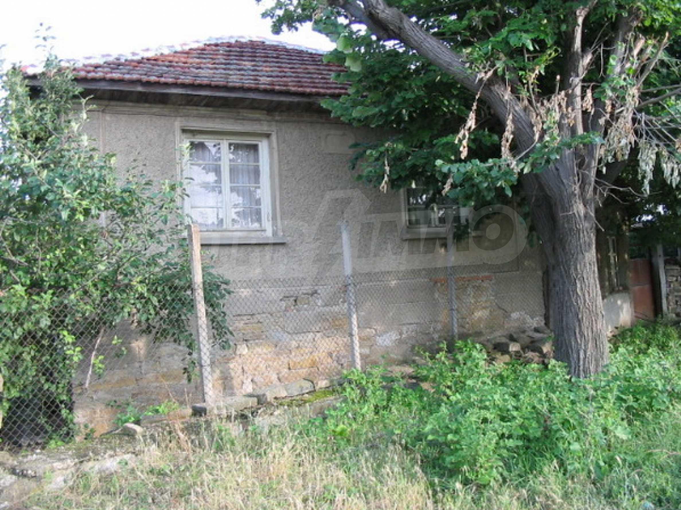 Къща в добро състояние до Велико Търново 13