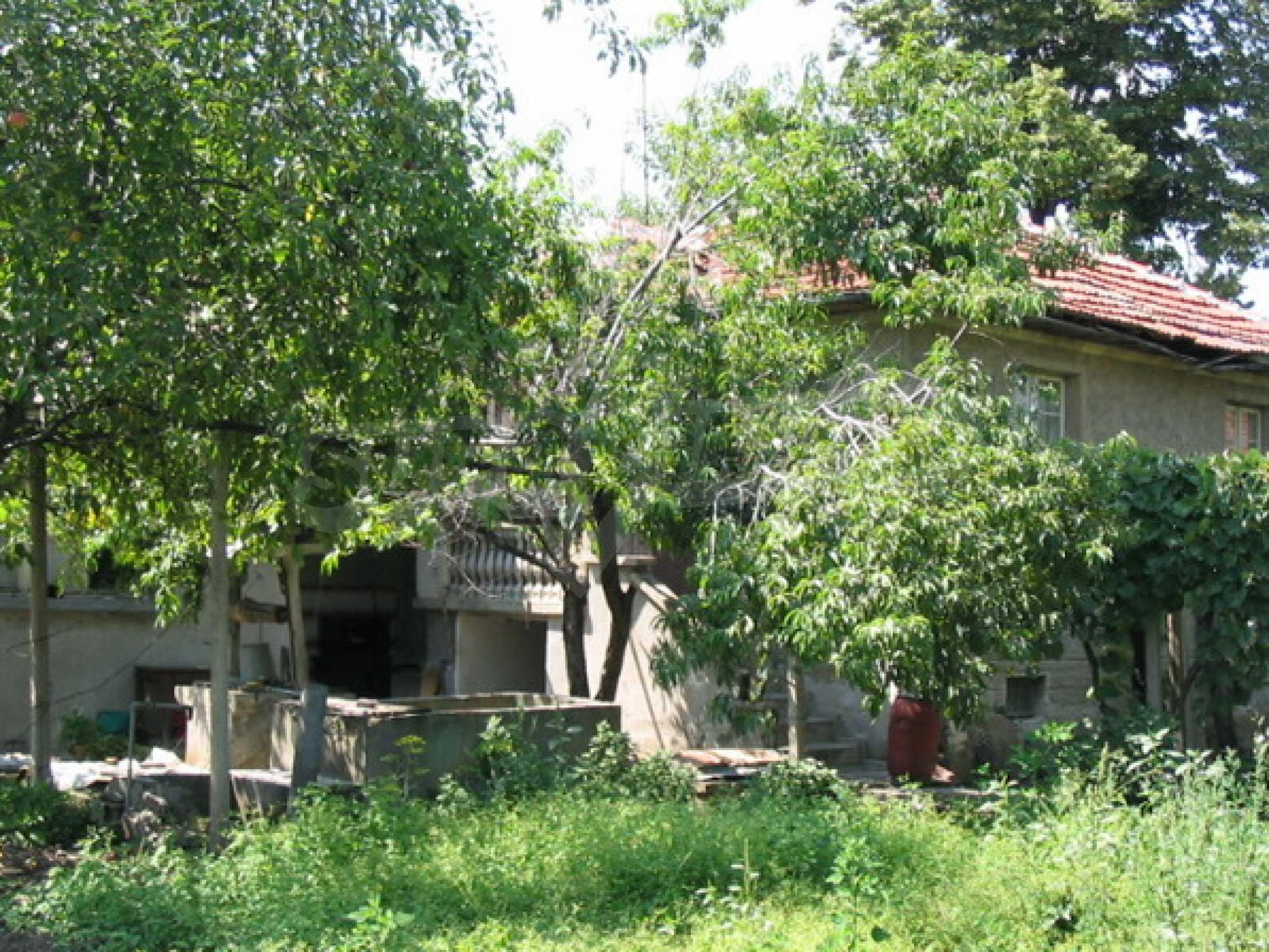 Къща в добро състояние до Велико Търново 2