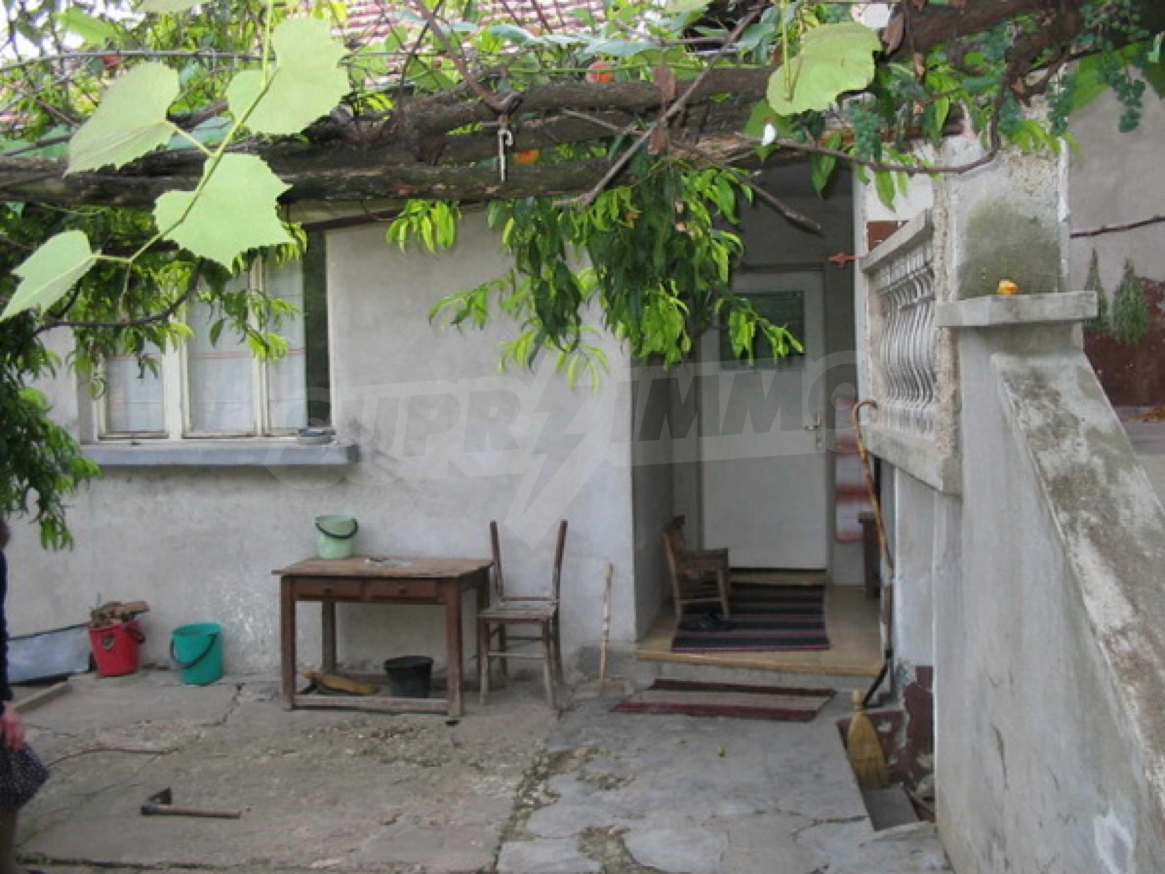 Къща в добро състояние до Велико Търново 3