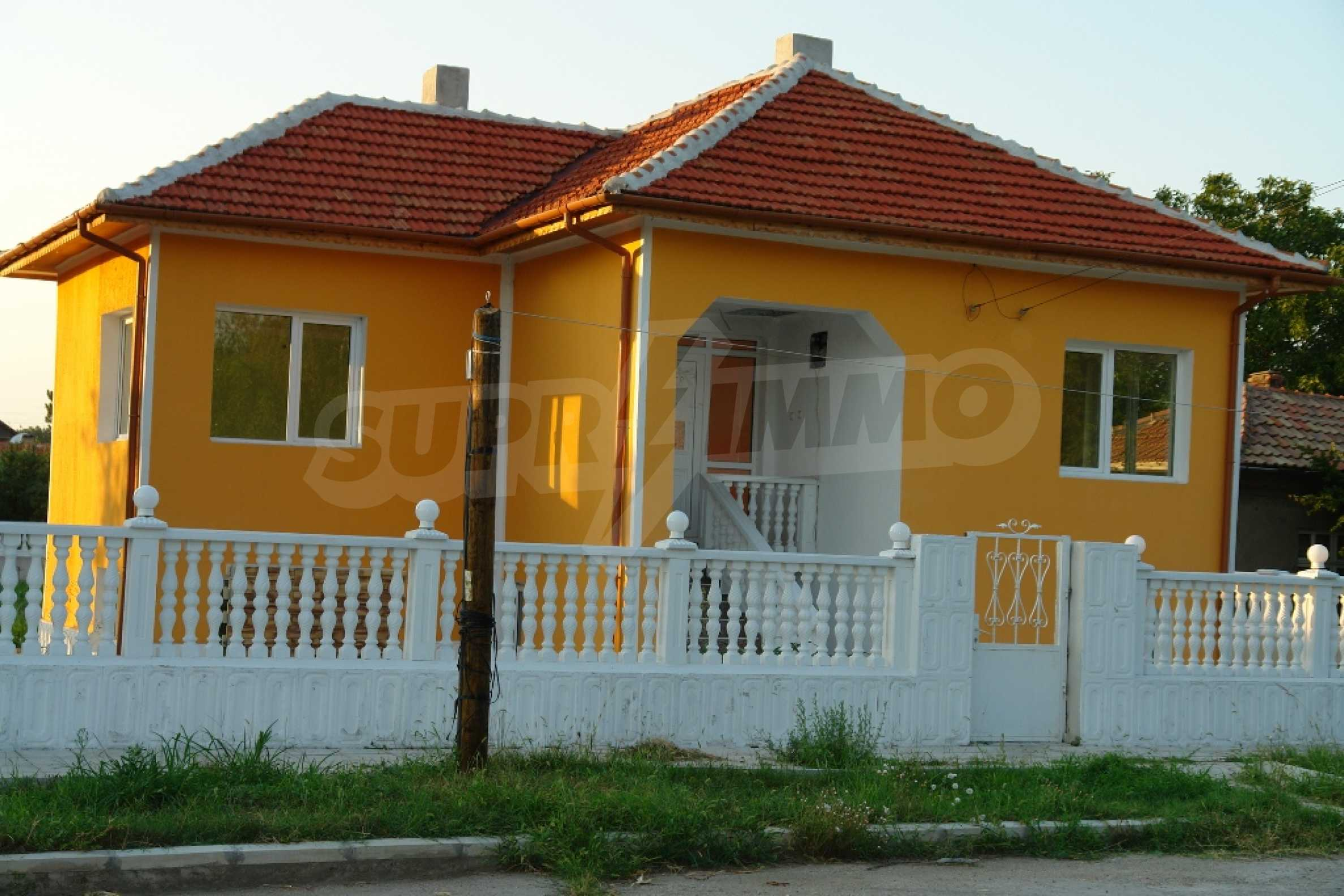 Neat two-storey house in Slivo Pole town