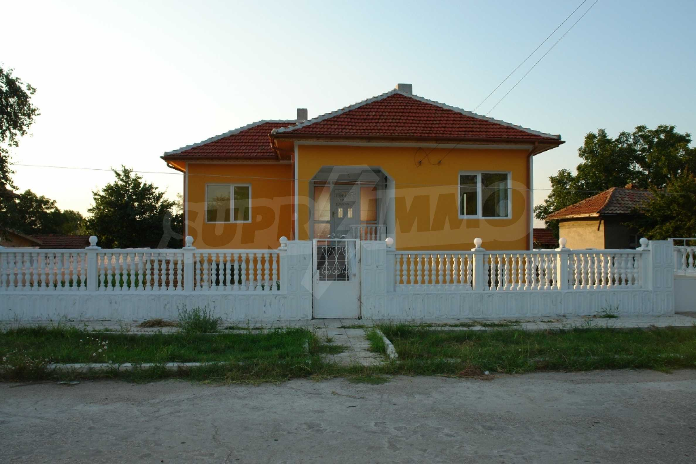 Neat two-storey house in Slivo Pole town 1