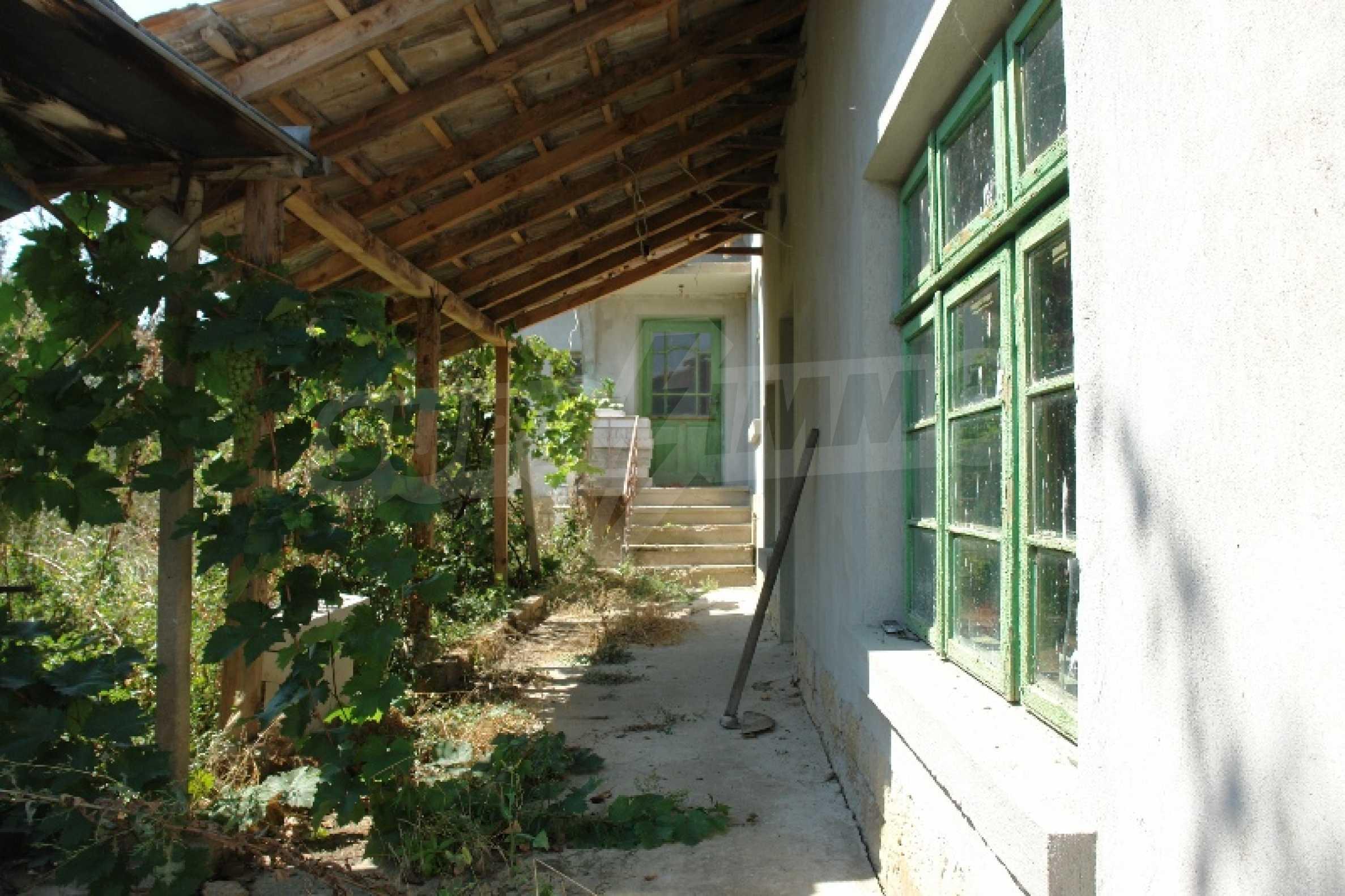 Едноетажна къща с две спални в село Садина, Русенско 8