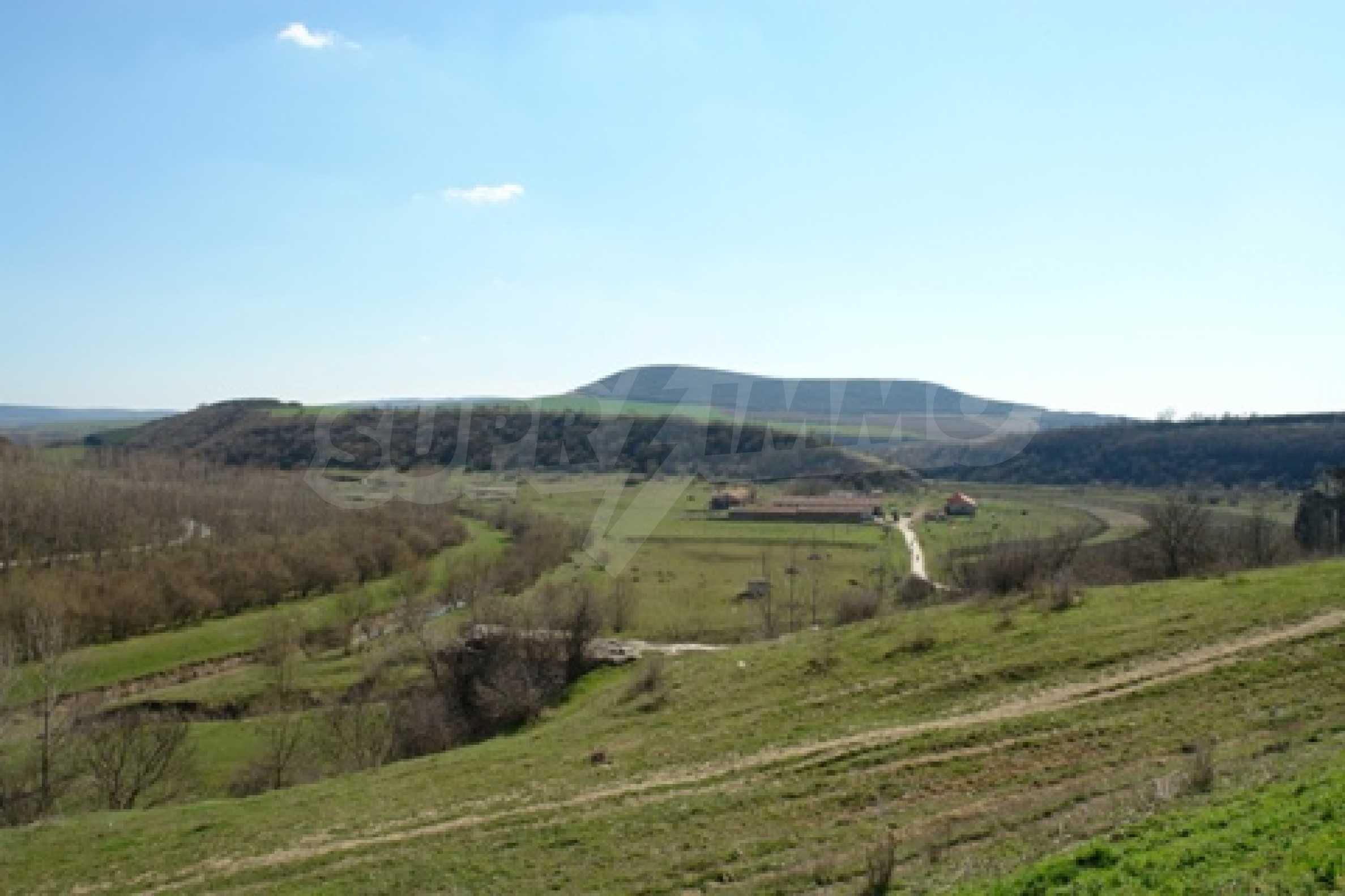 Geregeltes Grundstück im Dorf Shirokovo, Rousse für den Wohnungsbau geeignet