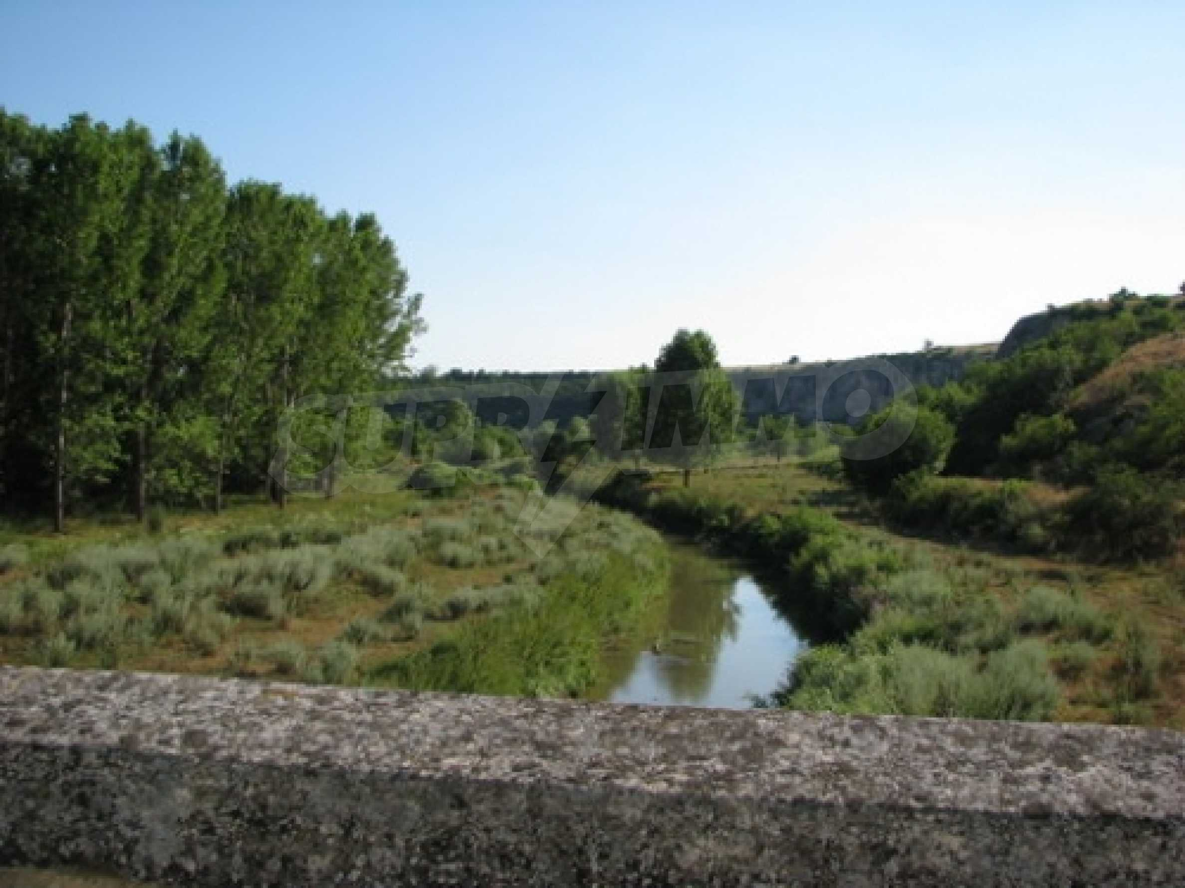 Geregeltes Grundstück im Dorf Shirokovo, Rousse für den Wohnungsbau geeignet 1