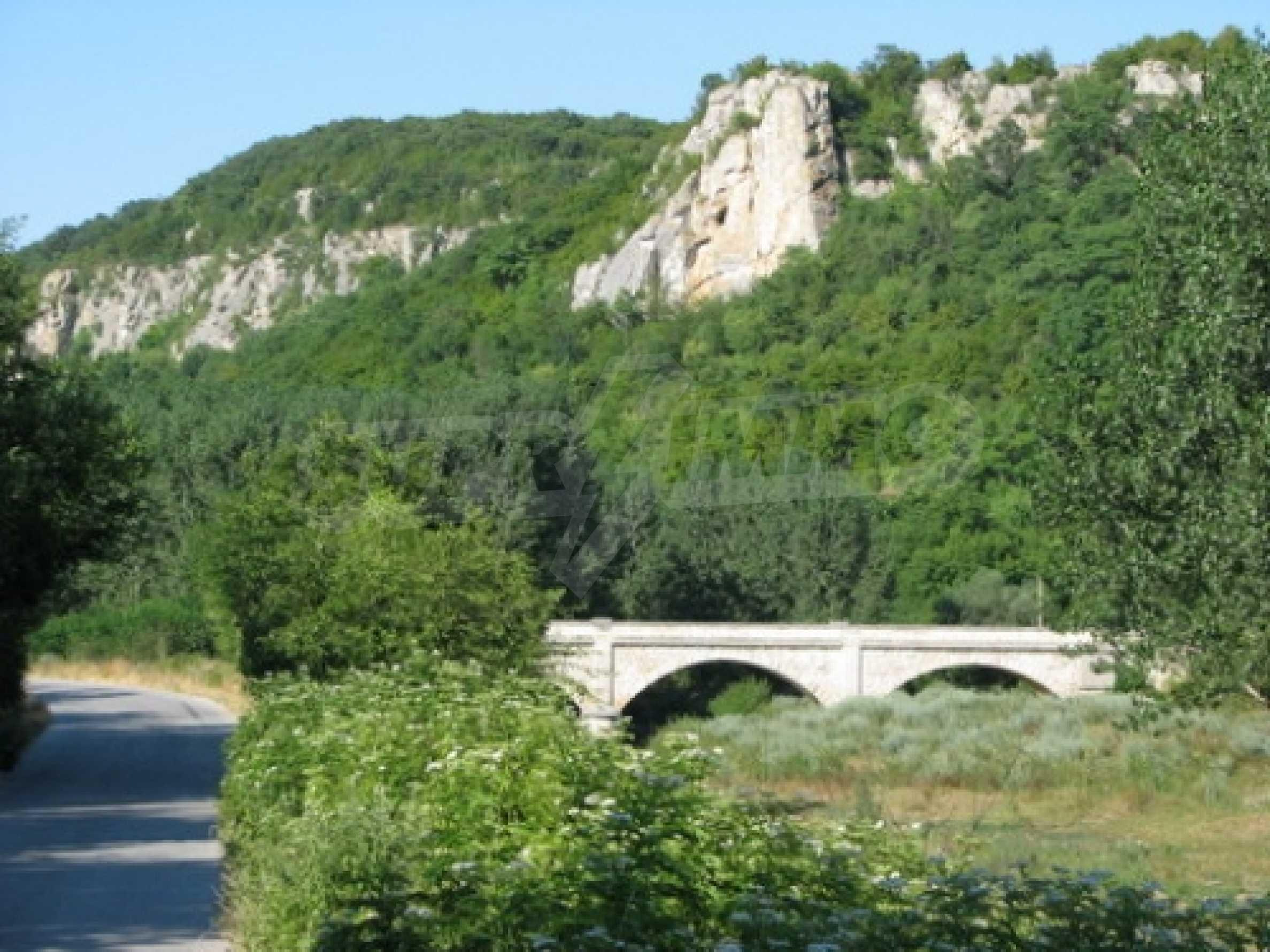 Geregeltes Grundstück im Dorf Shirokovo, Rousse für den Wohnungsbau geeignet 2