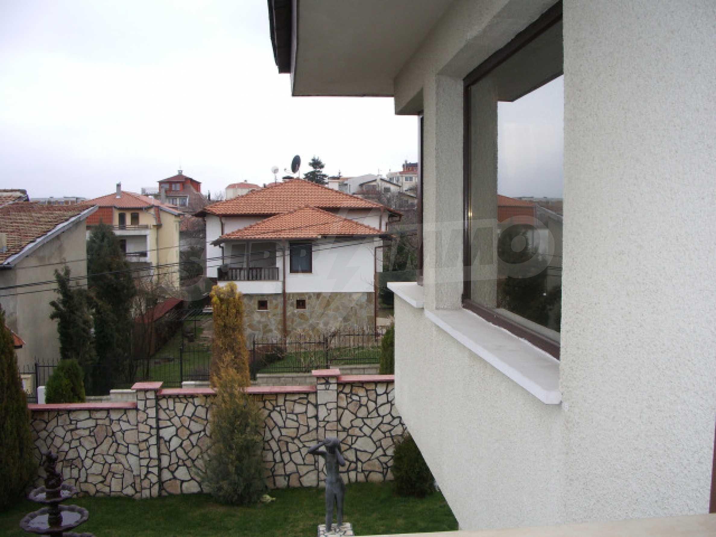 Елeгантна двуетажна къща близо до двореца на Евксиноград  24