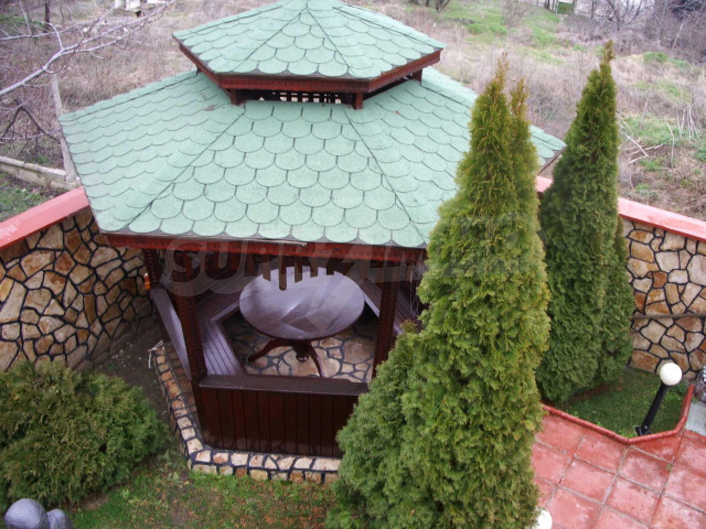 Елeгантна двуетажна къща близо до двореца на Евксиноград  26