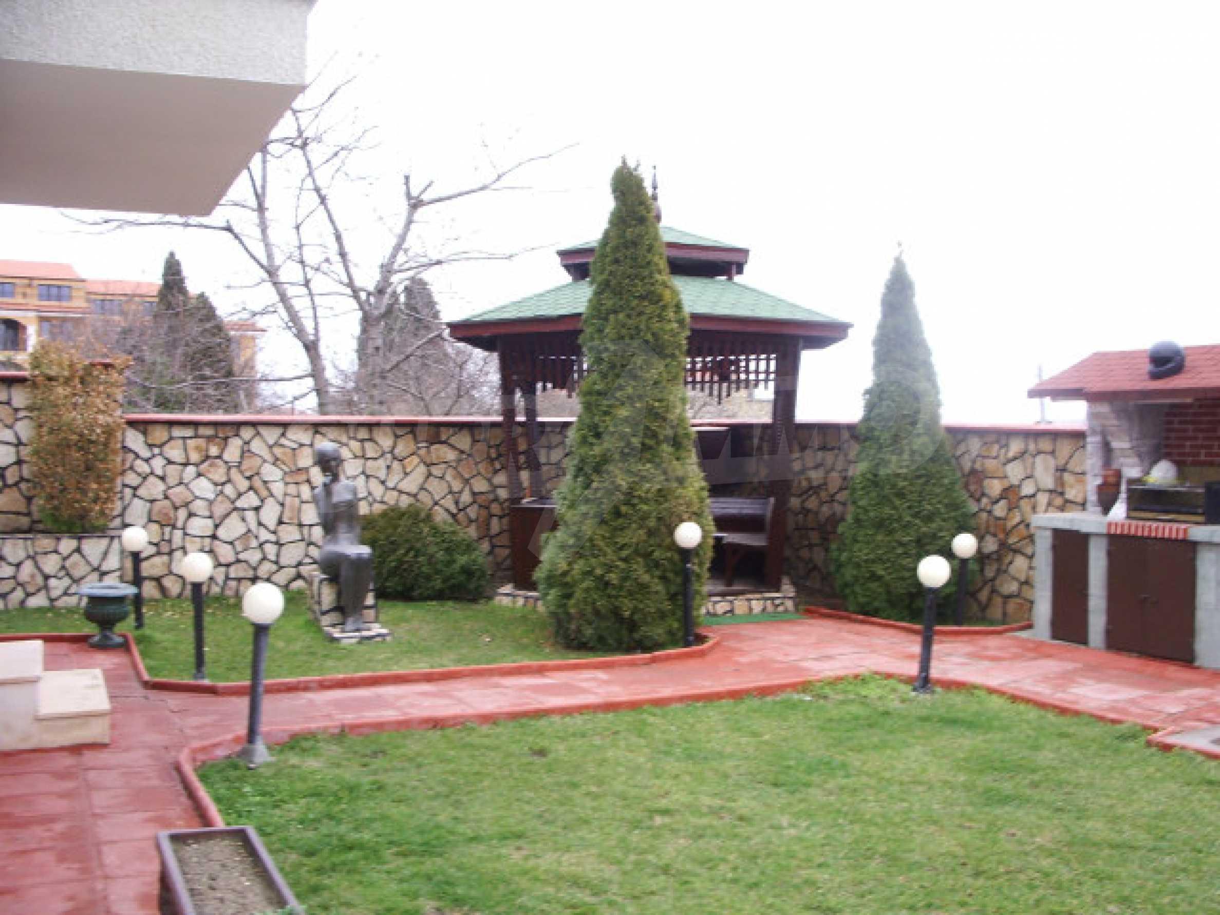 Елeгантна двуетажна къща близо до двореца на Евксиноград  3