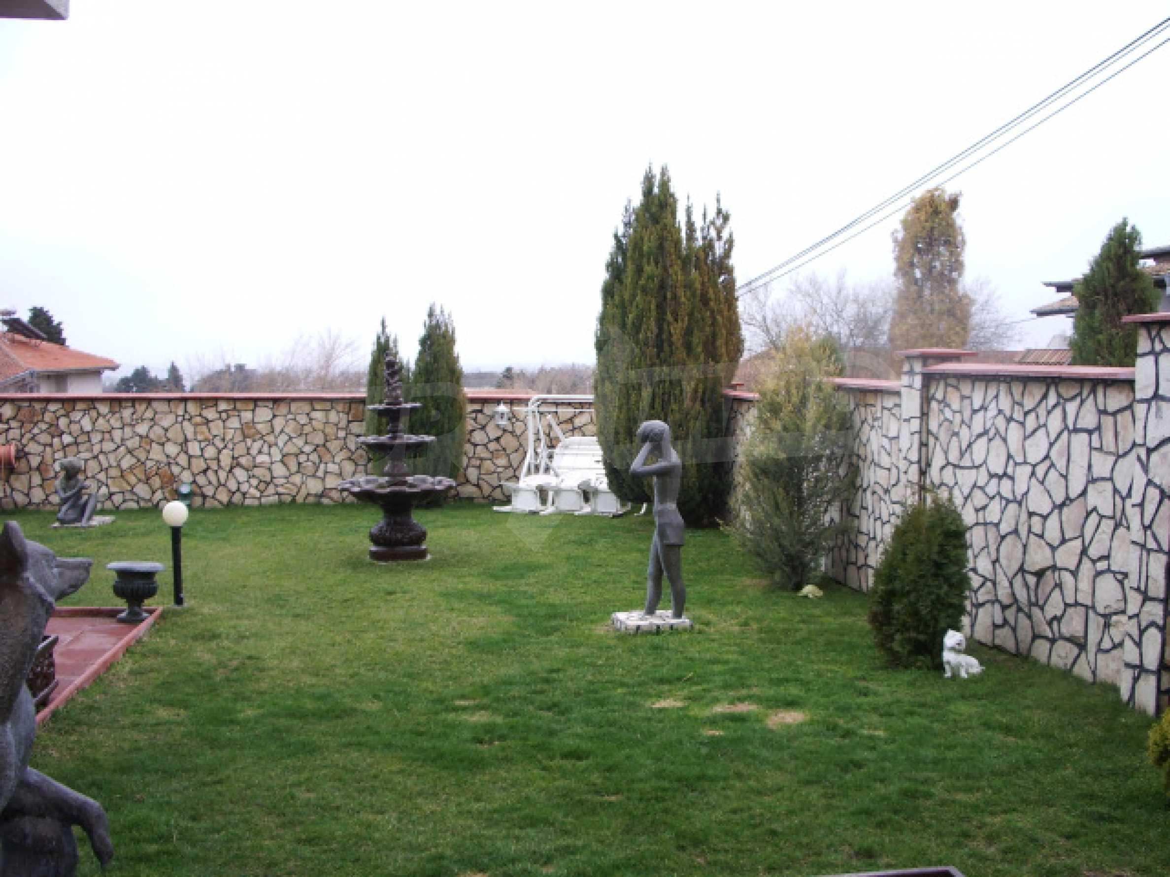 Елeгантна двуетажна къща близо до двореца на Евксиноград  5