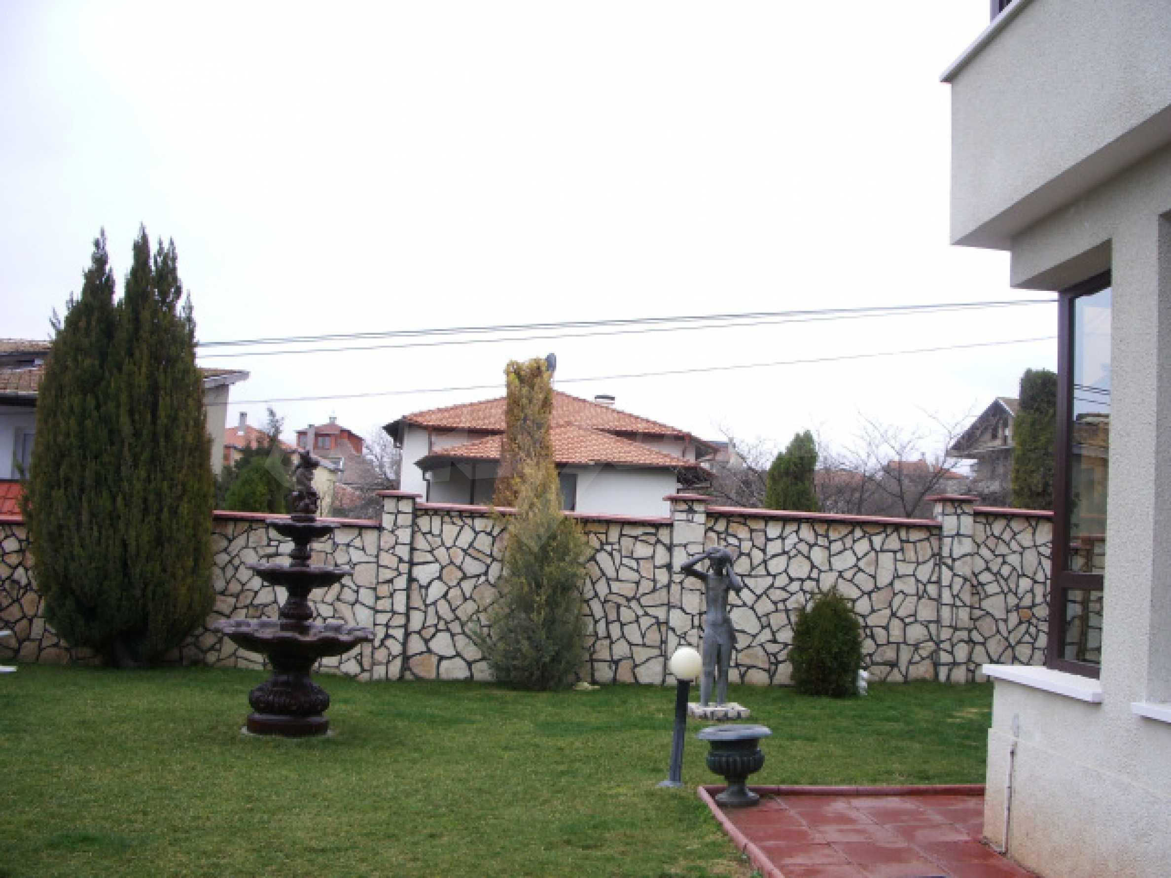 Елeгантна двуетажна къща близо до двореца на Евксиноград  6