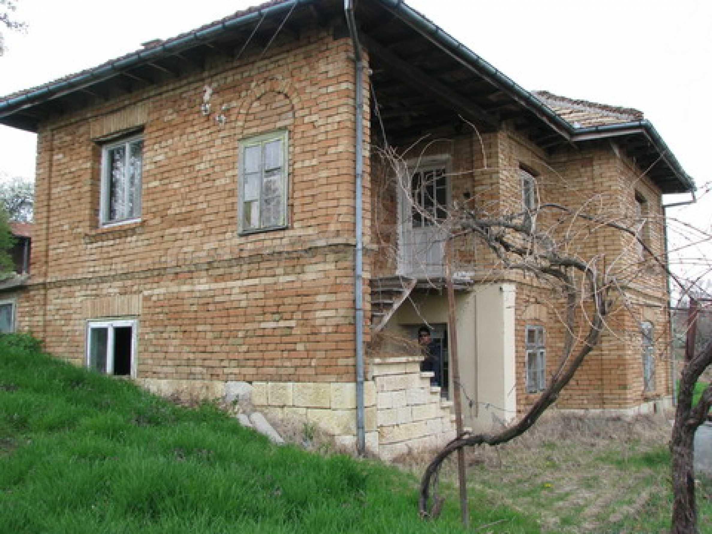 Haus zum Verkauf in der Nähe von Rousse 3