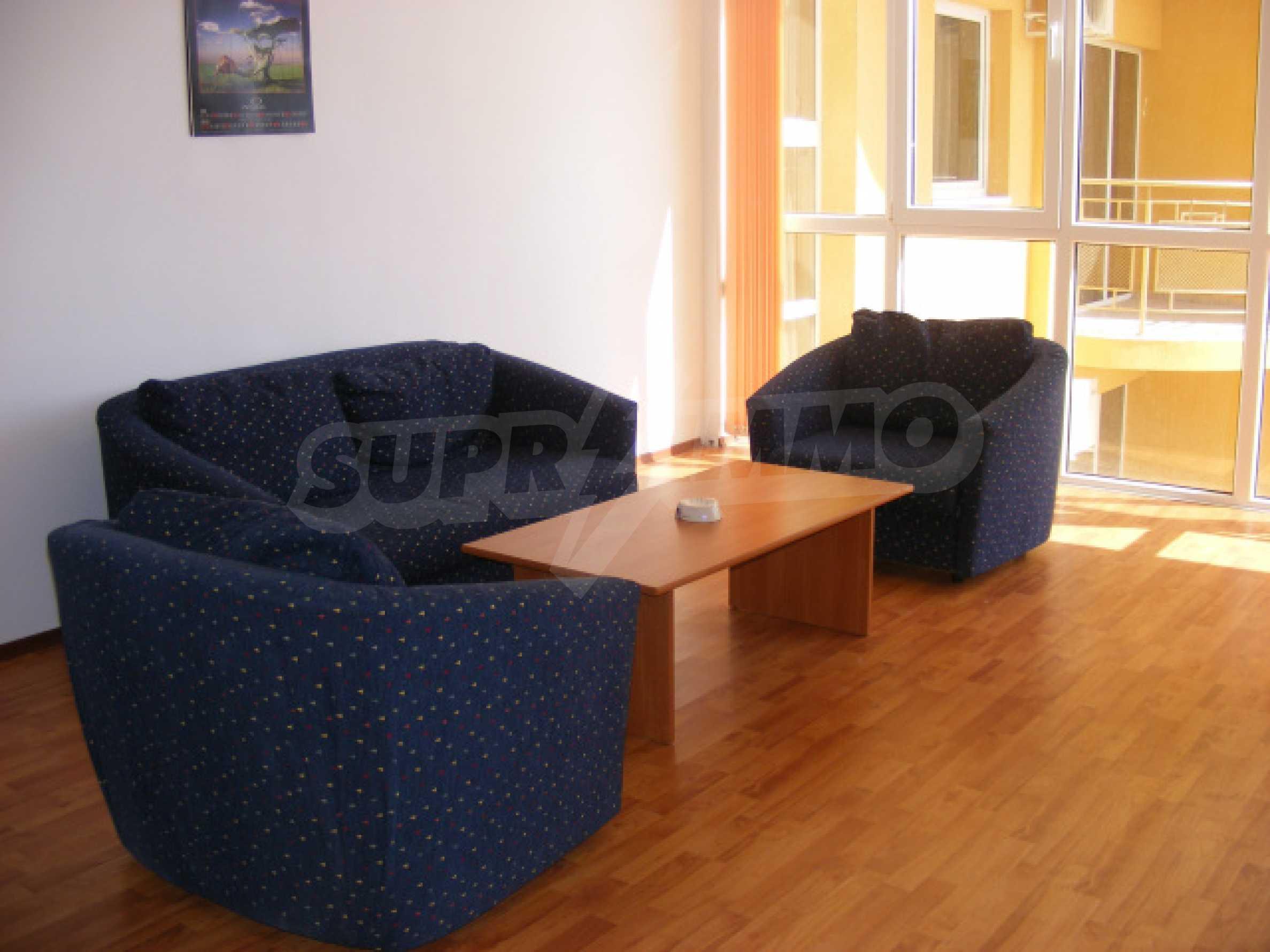 Komplett möbliertes Apartment mit 1 Schlafzimmer in Sunny Beach Goldener Sand, mit Meerblick