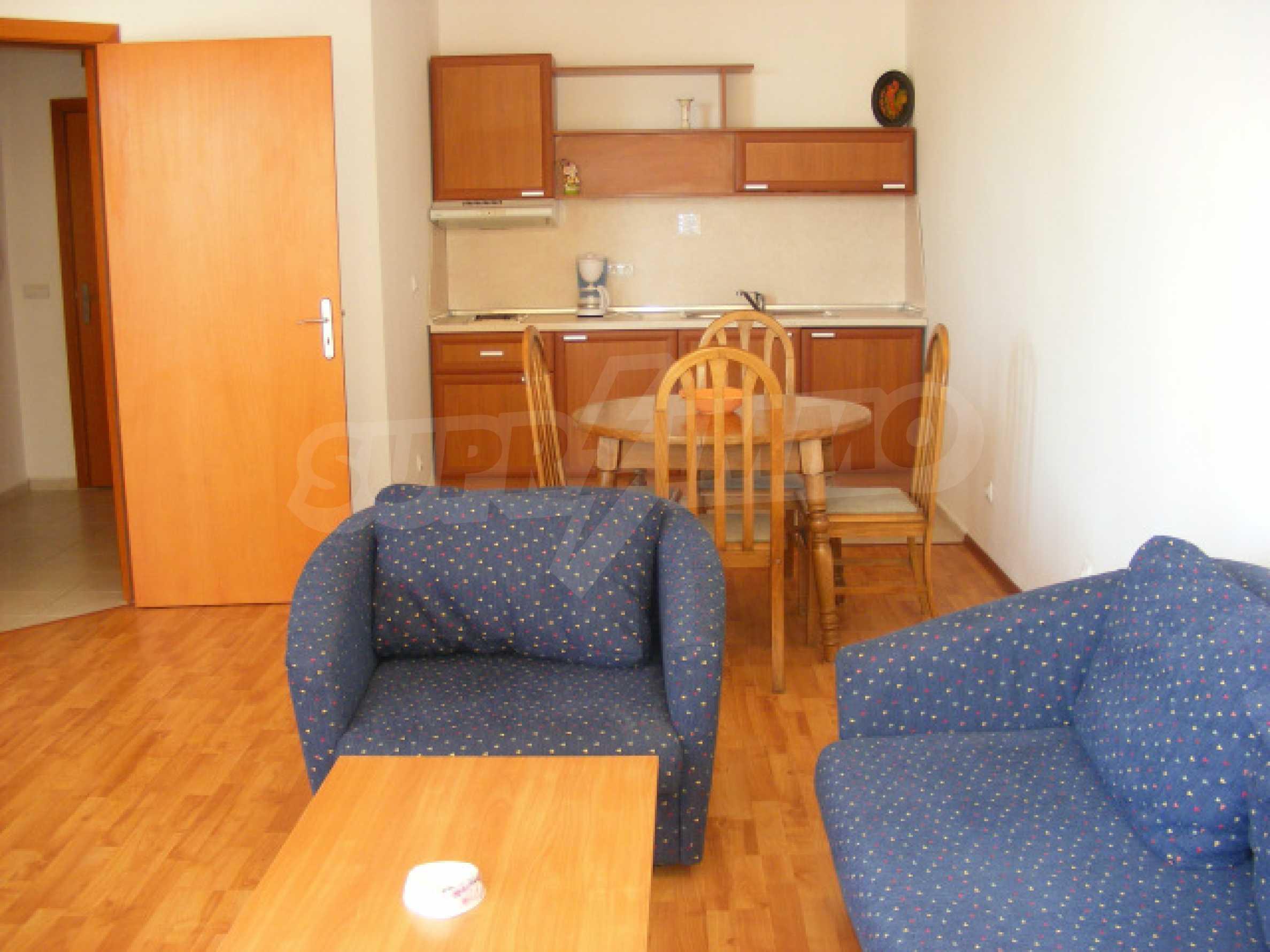 Komplett möbliertes Apartment mit 1 Schlafzimmer in Sunny Beach Goldener Sand, mit Meerblick 1