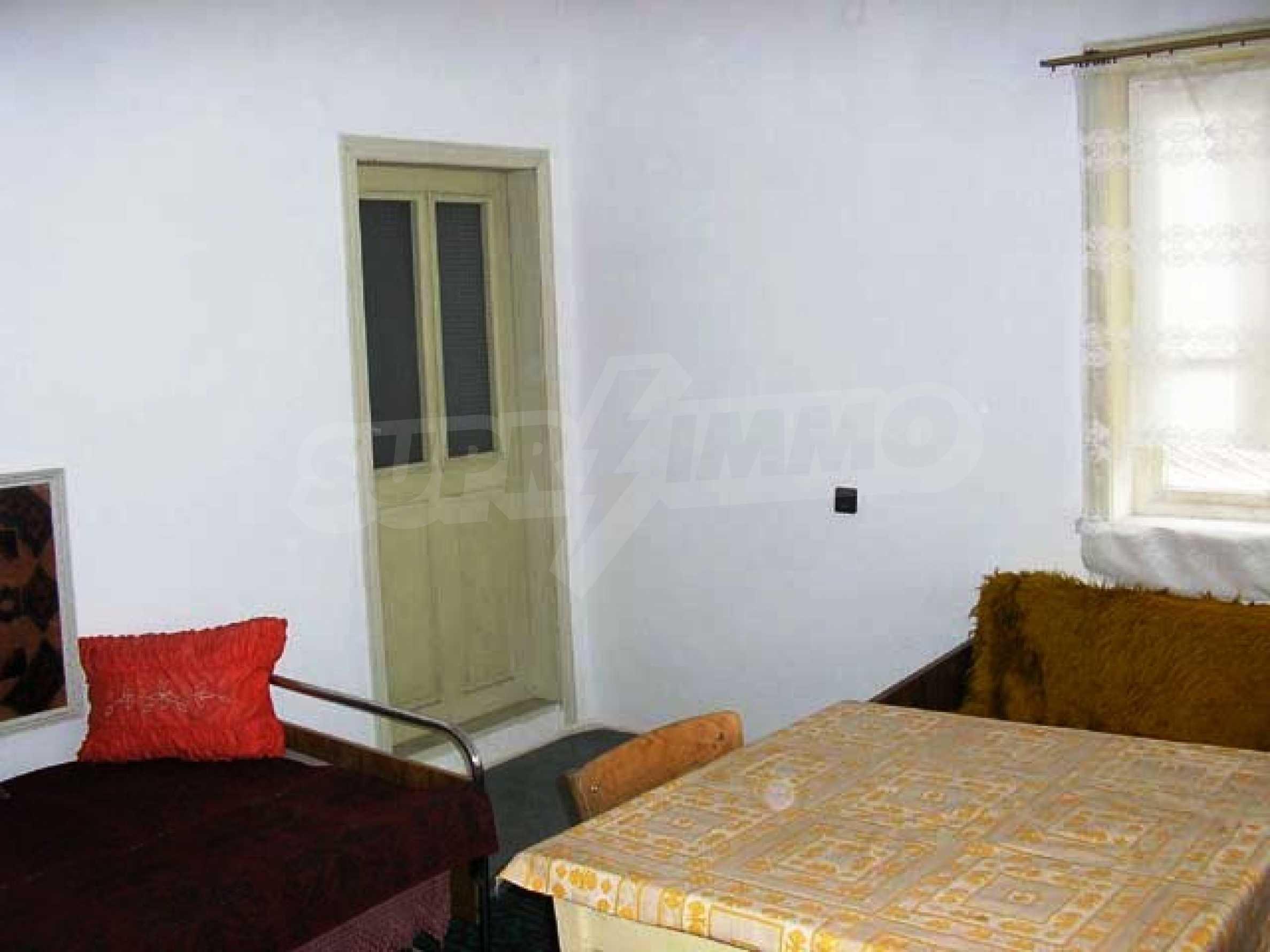Къща продава близо до Варна 11