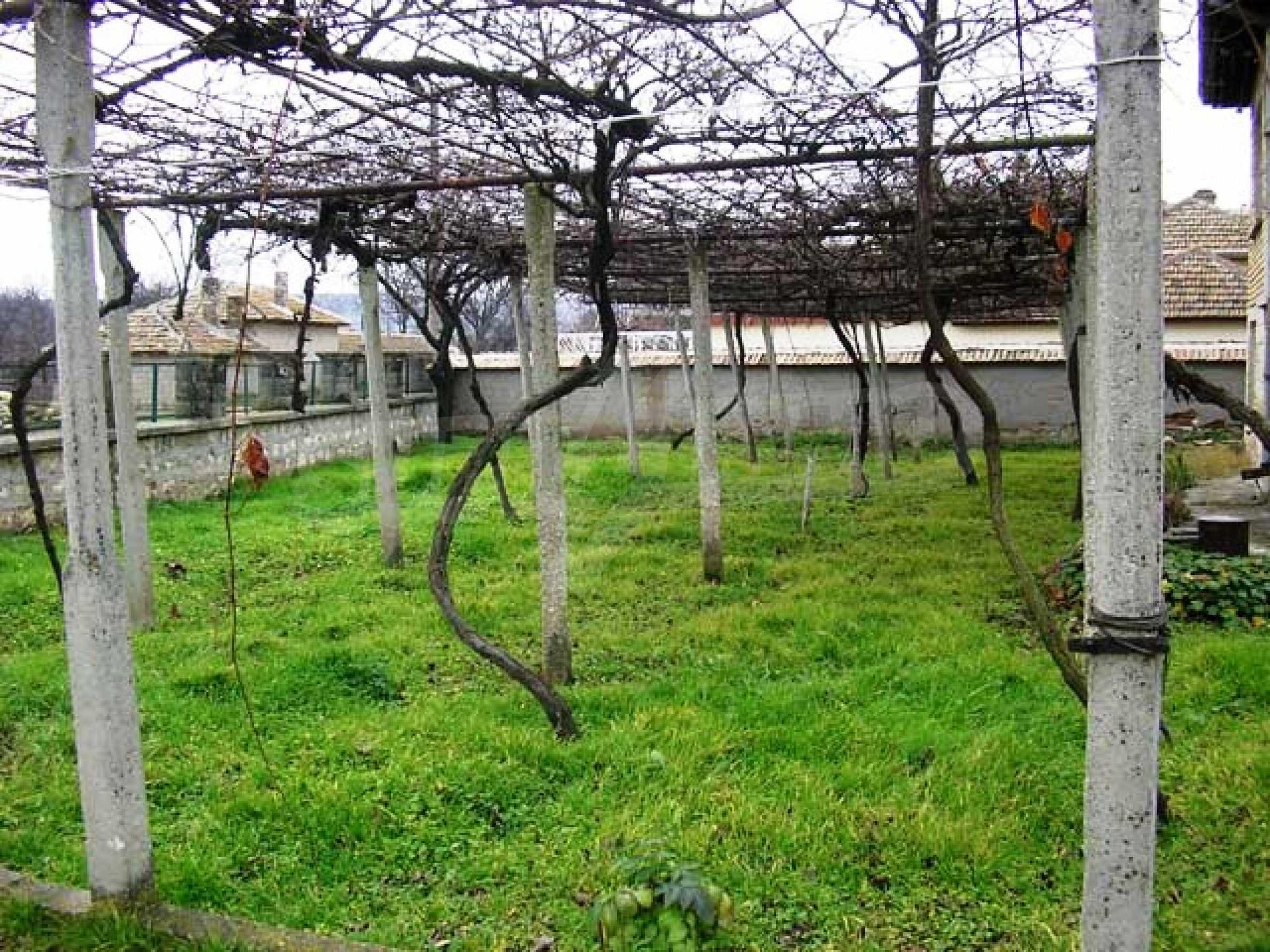 Къща продава близо до Варна 14