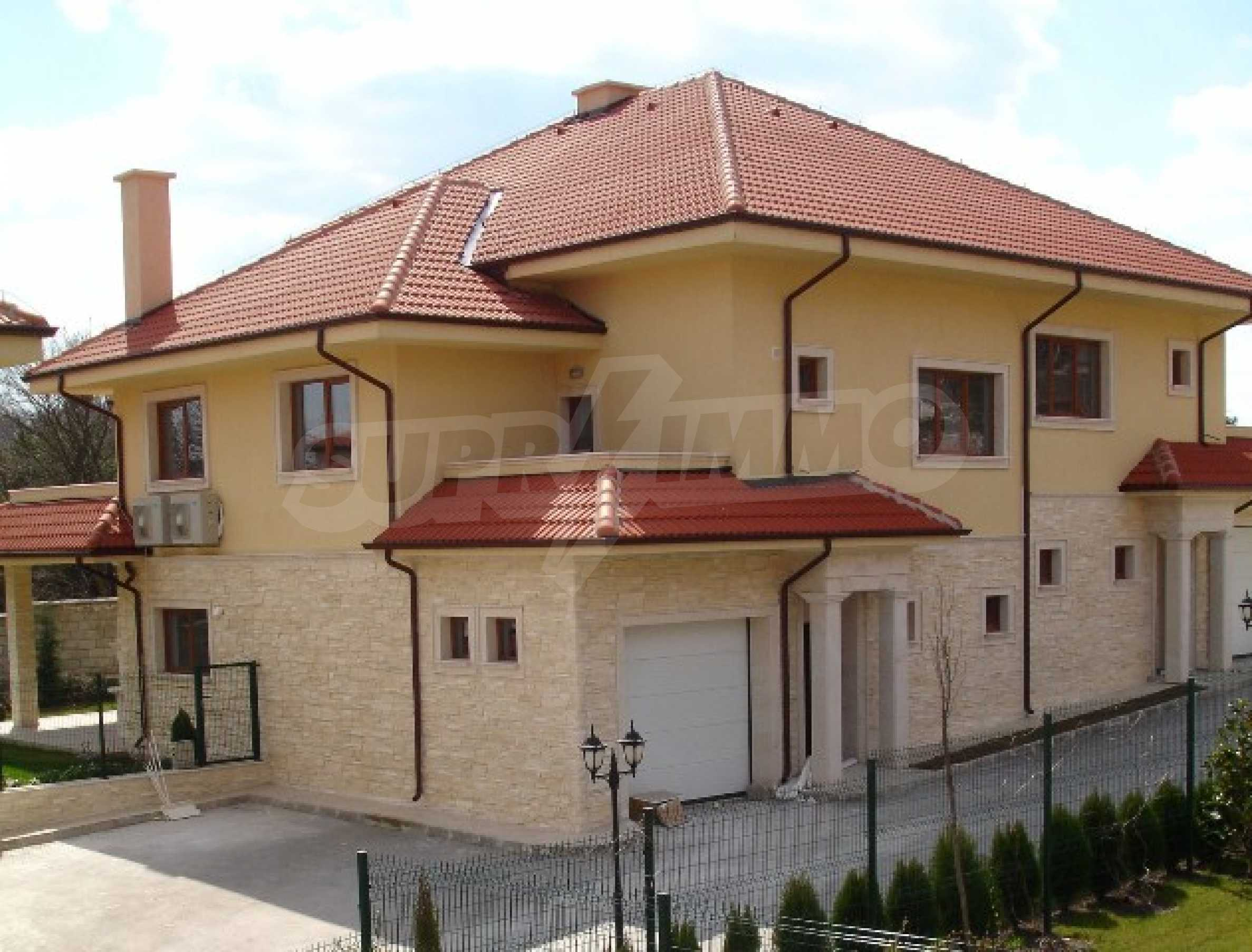 Еднофамилни двуетажни къщи в живописна зона между Варна и Златни пясъци 13