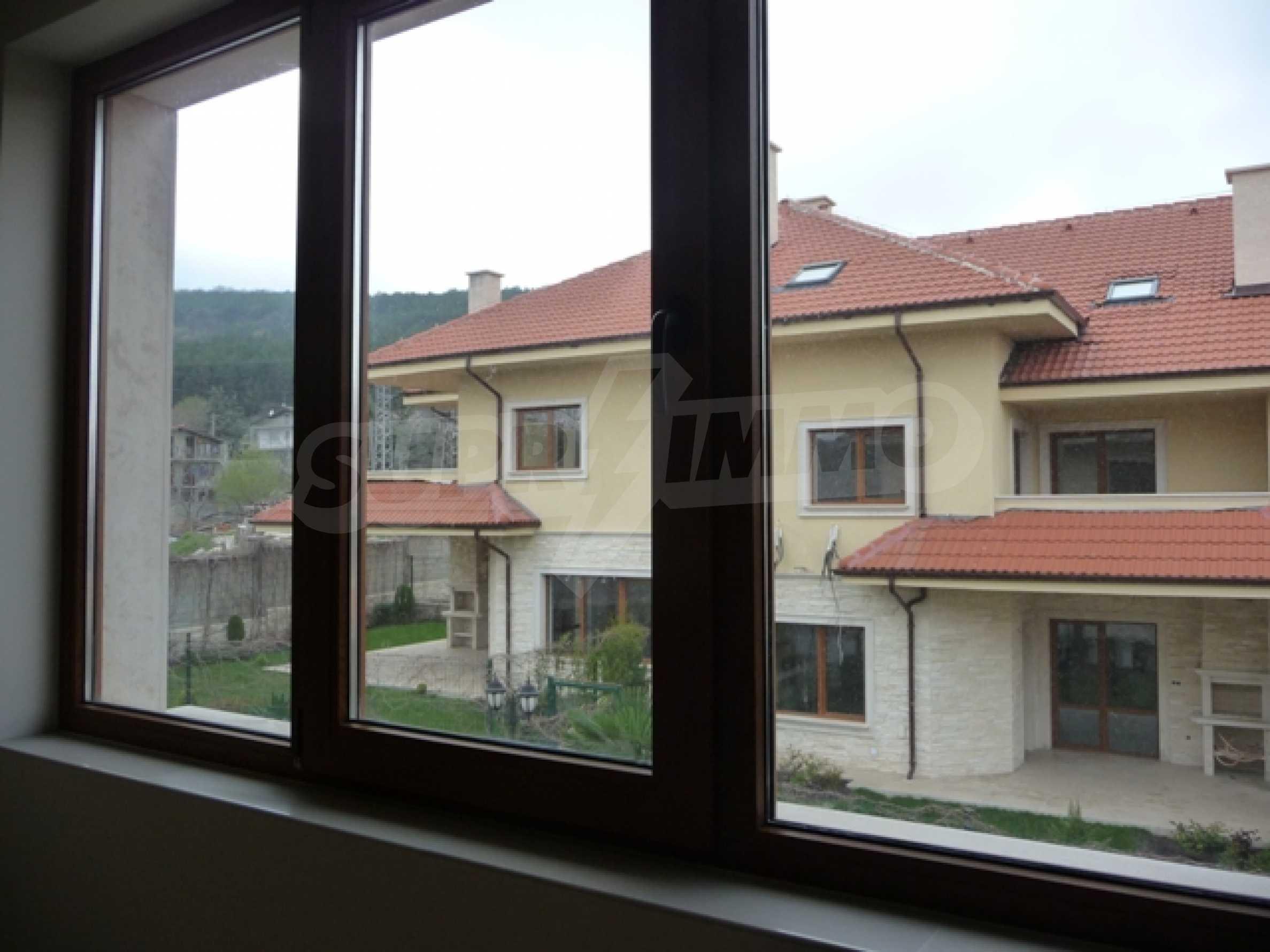 Еднофамилни двуетажни къщи в живописна зона между Варна и Златни пясъци 38