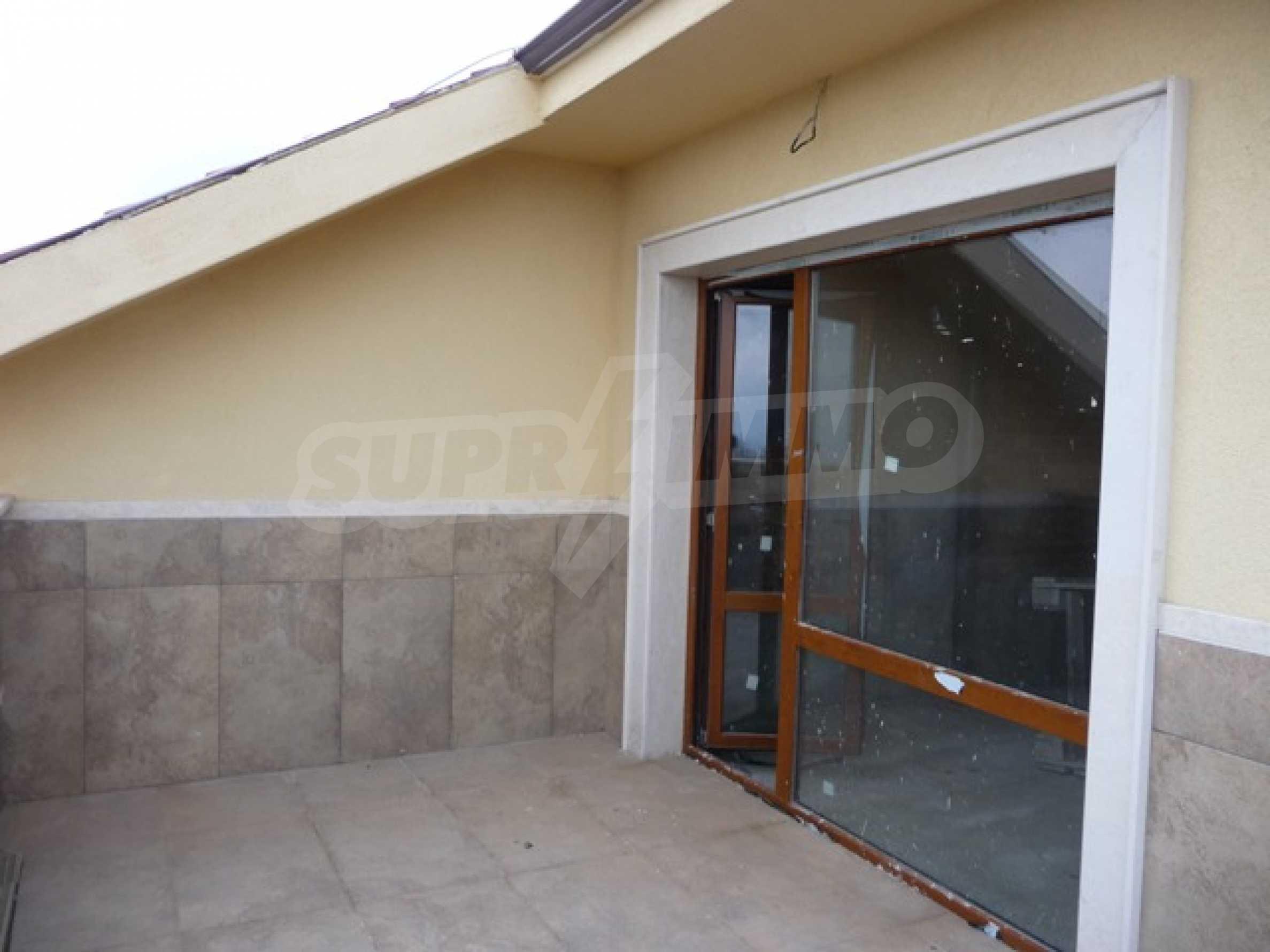 Еднофамилни двуетажни къщи в живописна зона между Варна и Златни пясъци 45