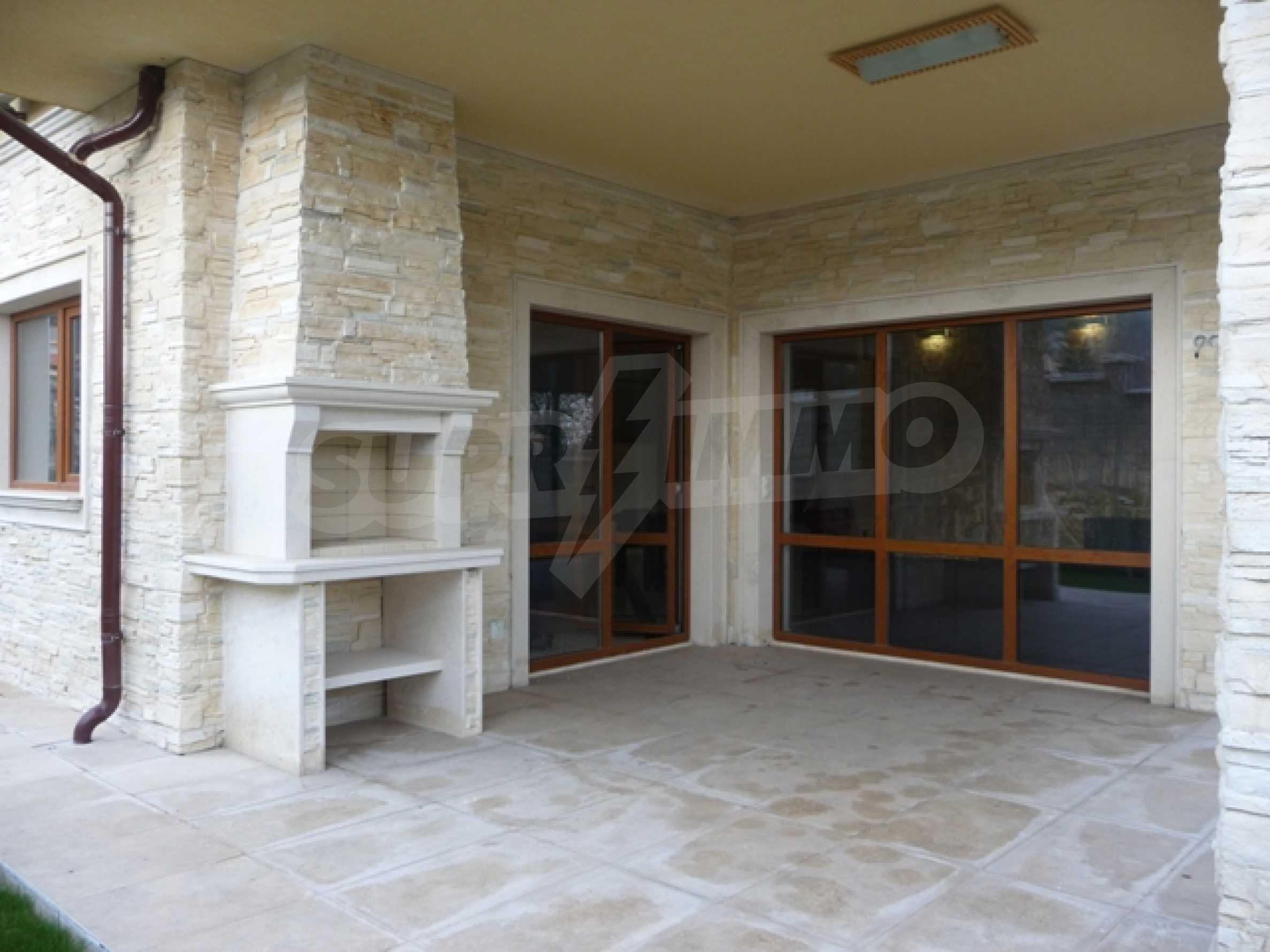 Еднофамилни двуетажни къщи в живописна зона между Варна и Златни пясъци 51