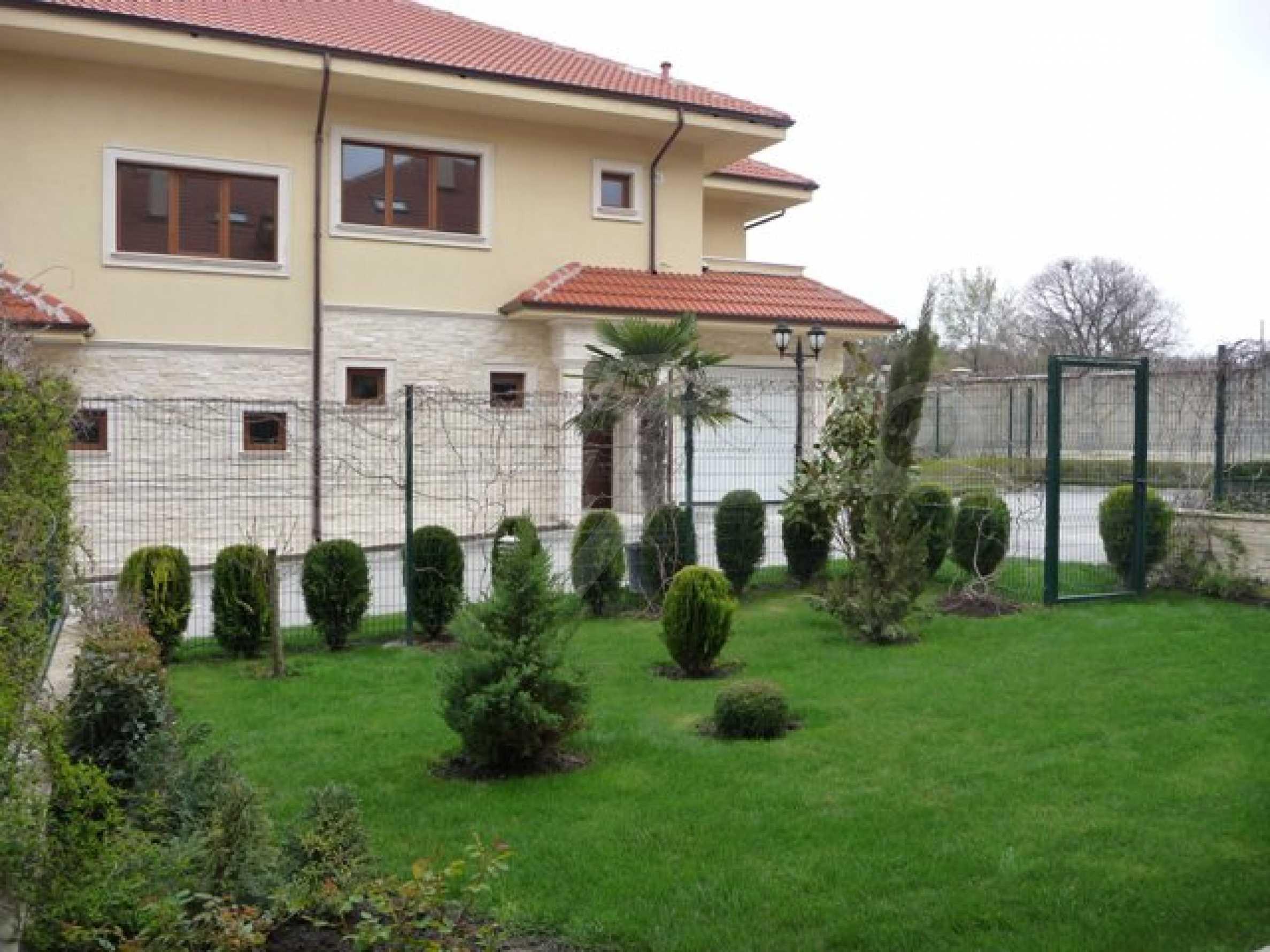 Еднофамилни двуетажни къщи в живописна зона между Варна и Златни пясъци 5