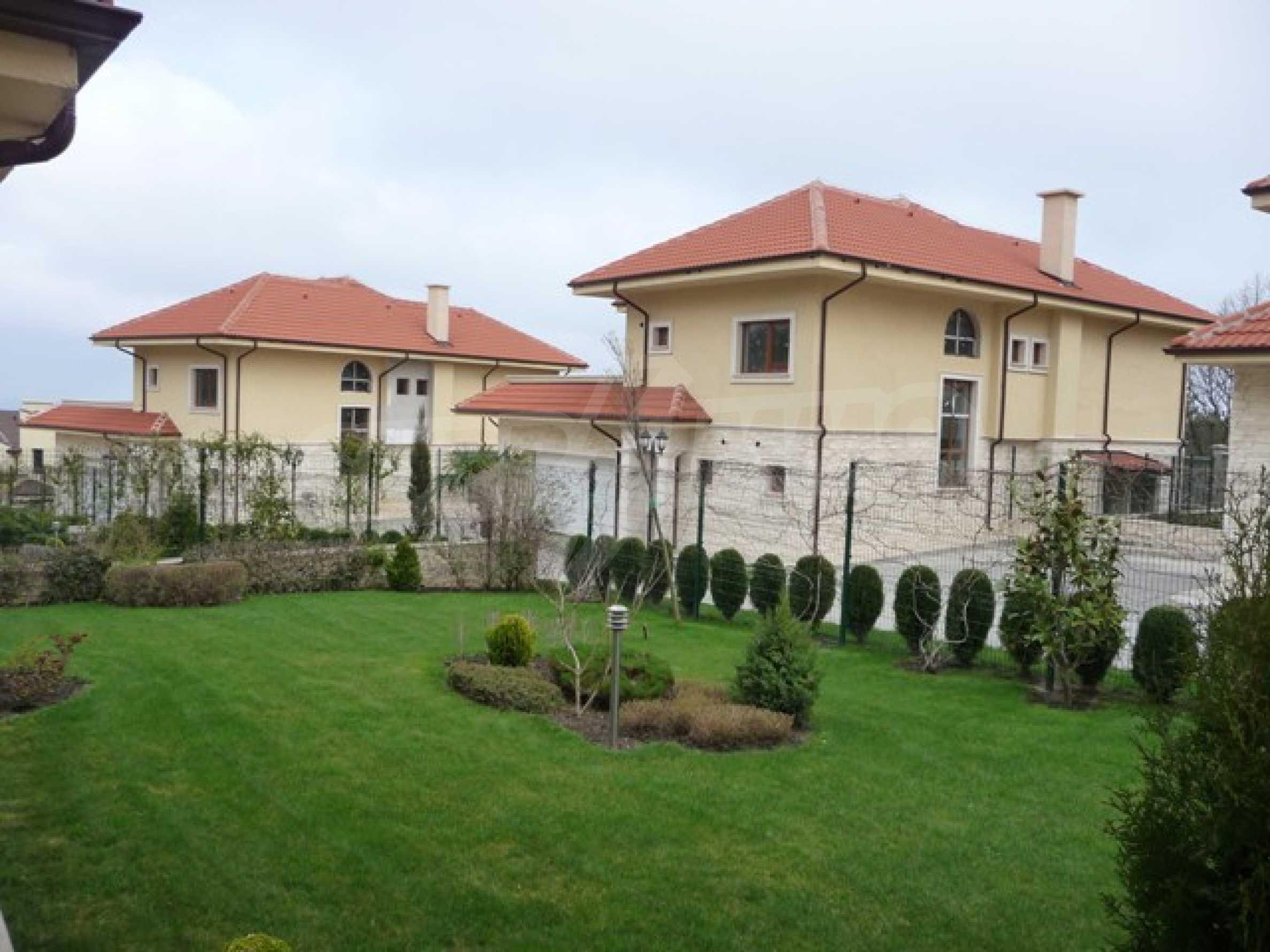 Еднофамилни двуетажни къщи в живописна зона между Варна и Златни пясъци 59