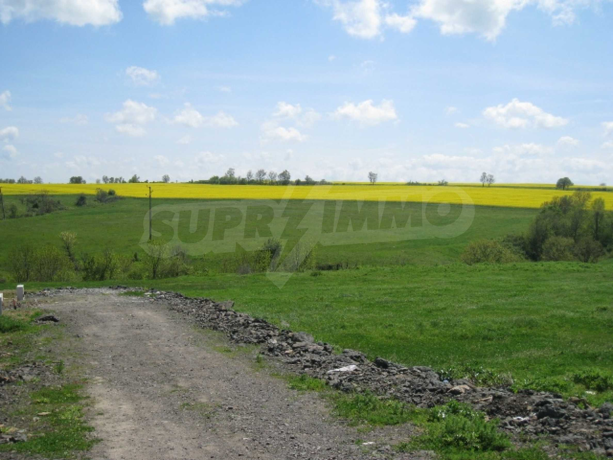Land in area near Burgas 9