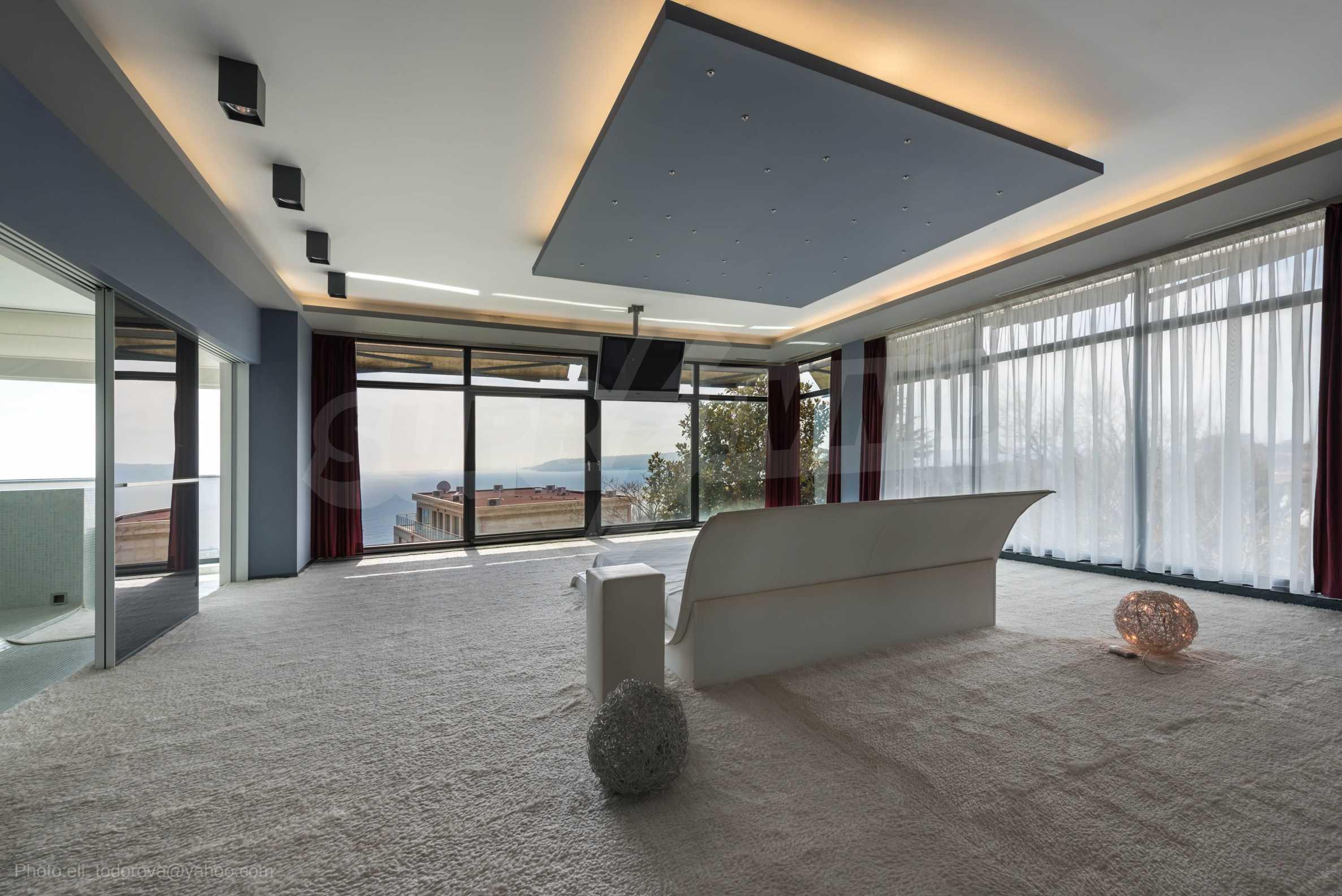 Луксозна къща с неповторима морска панорама  15