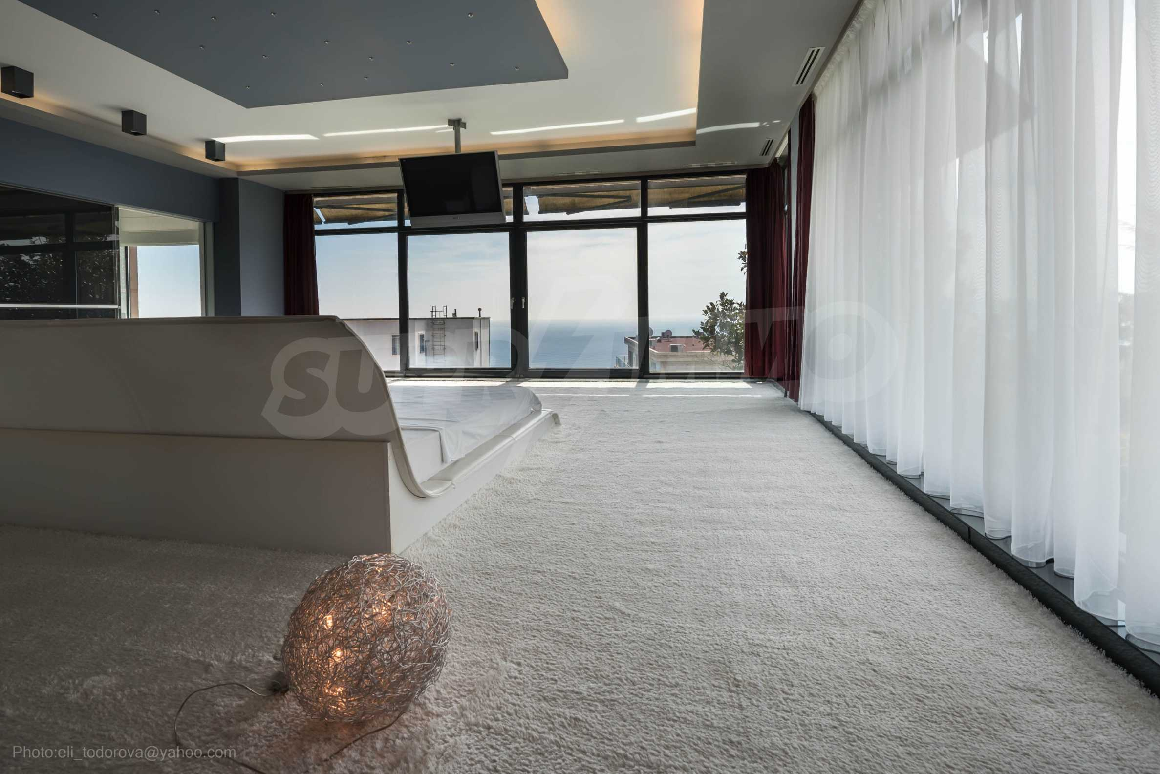 Луксозна къща с неповторима морска панорама  16