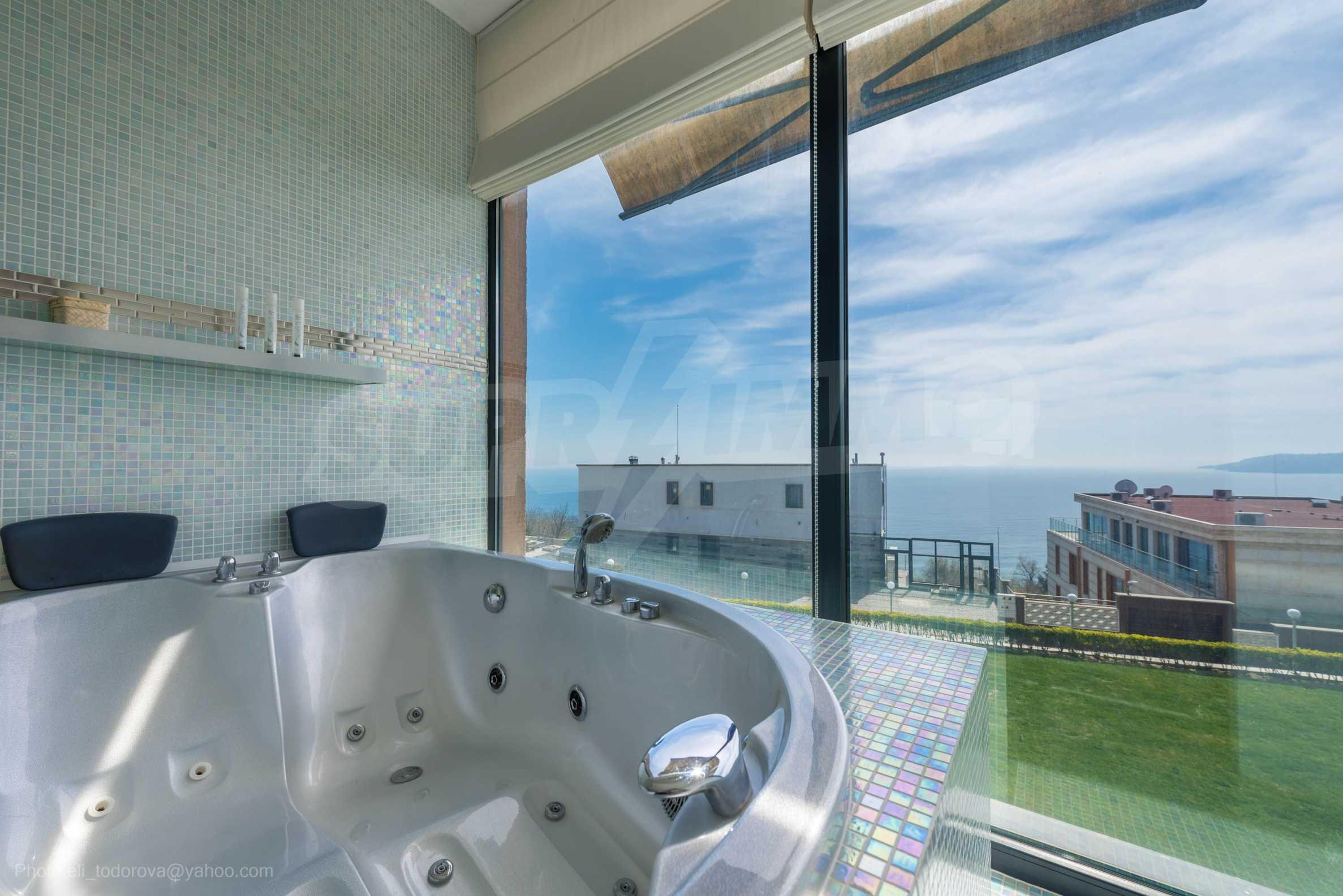 Луксозна къща с неповторима морска панорама  18