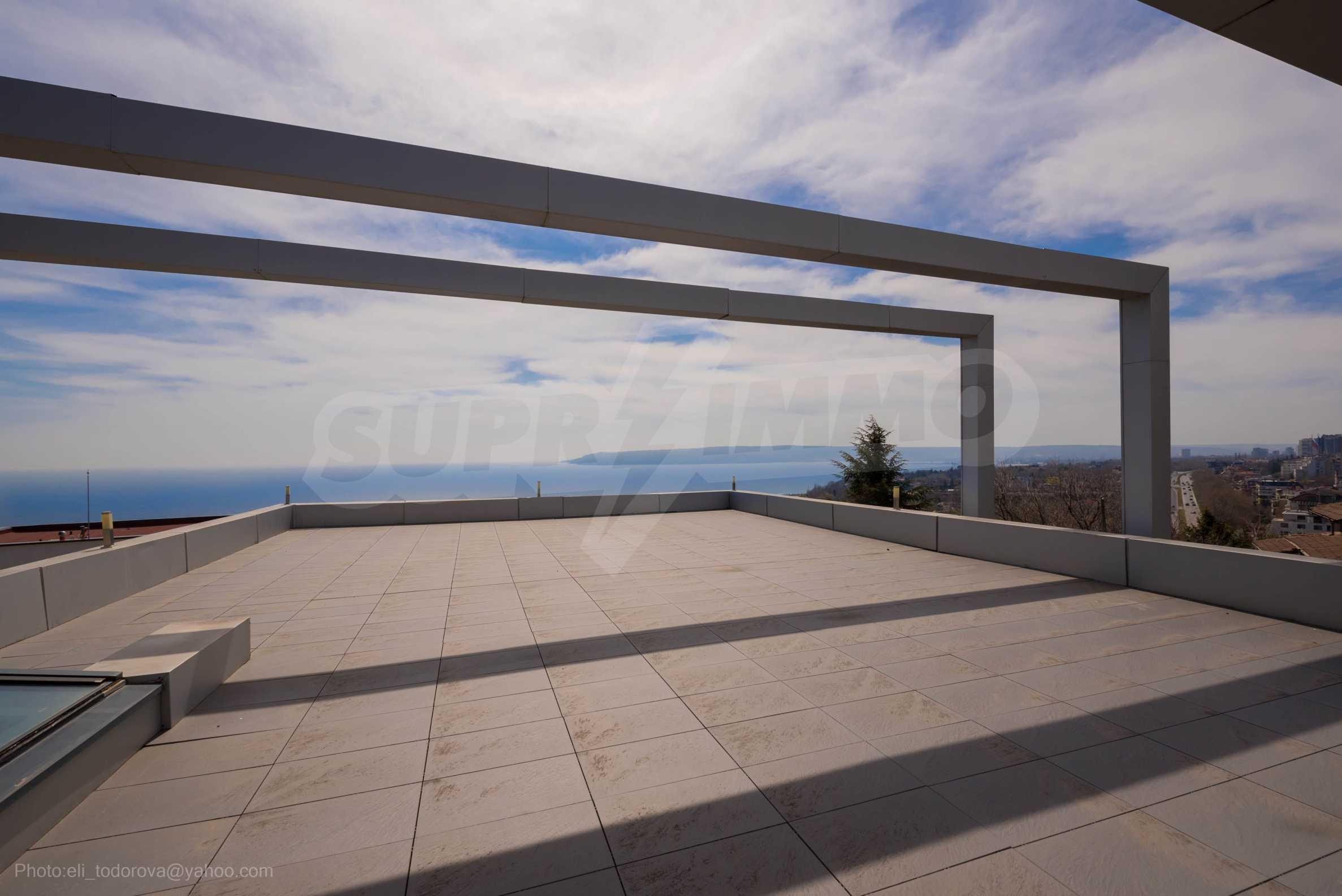 Луксозна къща с неповторима морска панорама  38