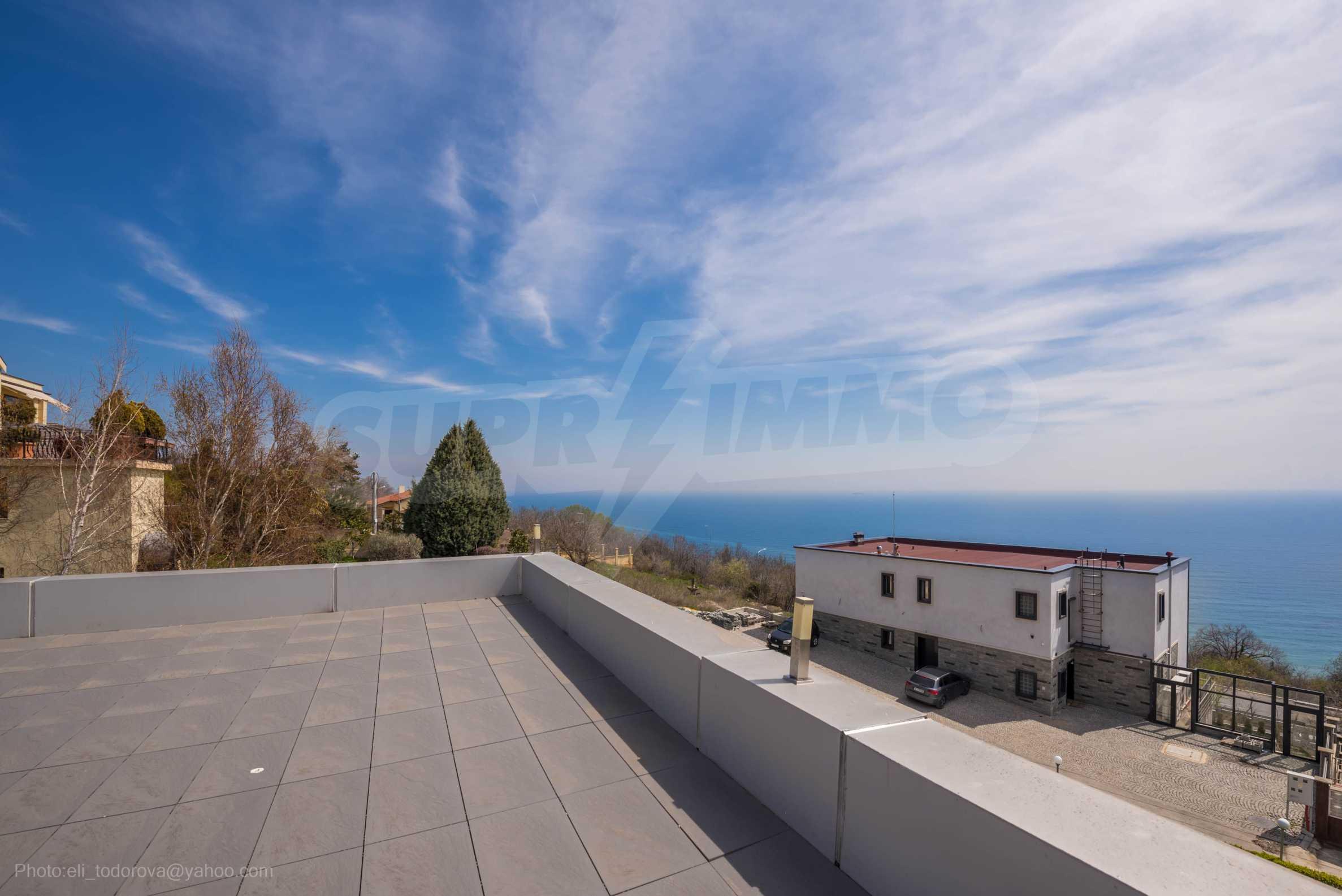 Луксозна къща с неповторима морска панорама  41