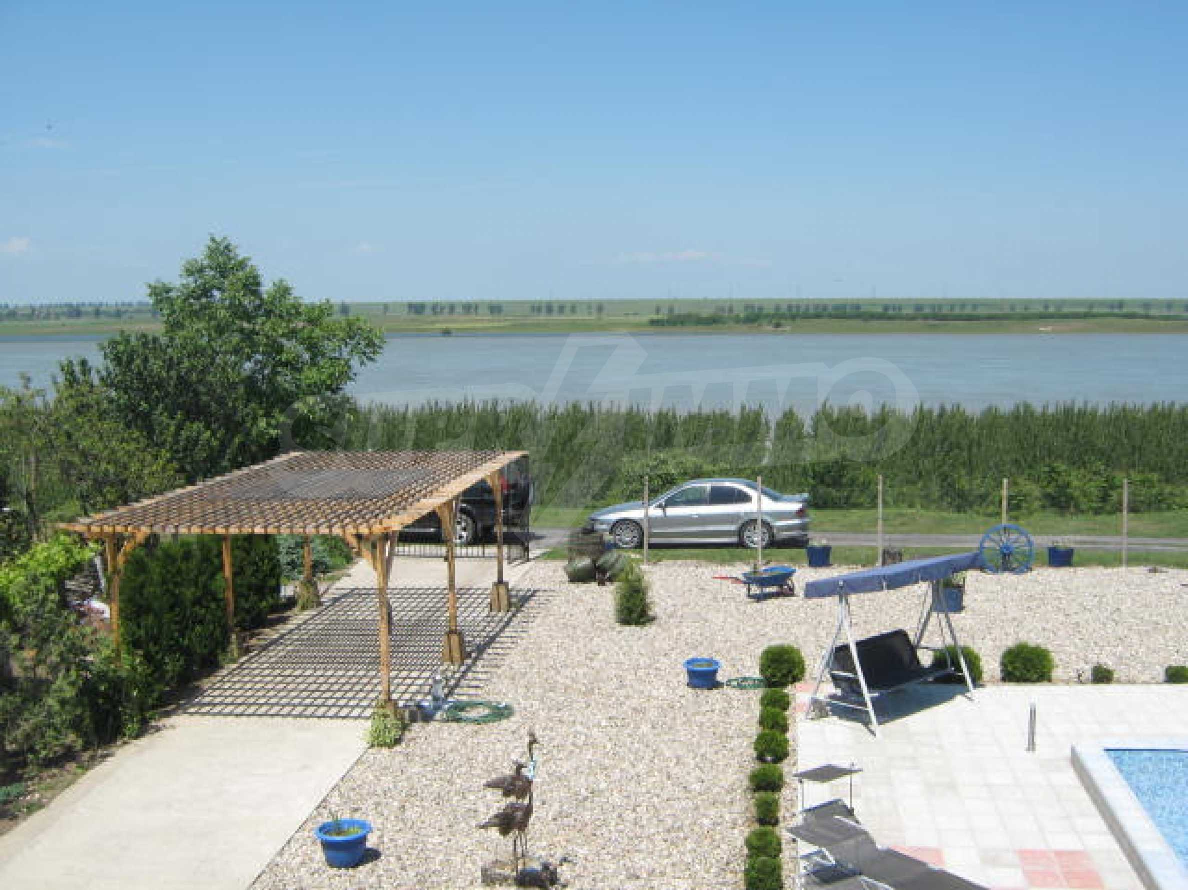 Хубава къща с градина, басейн, беседка с барбекю и лятна кухня 24
