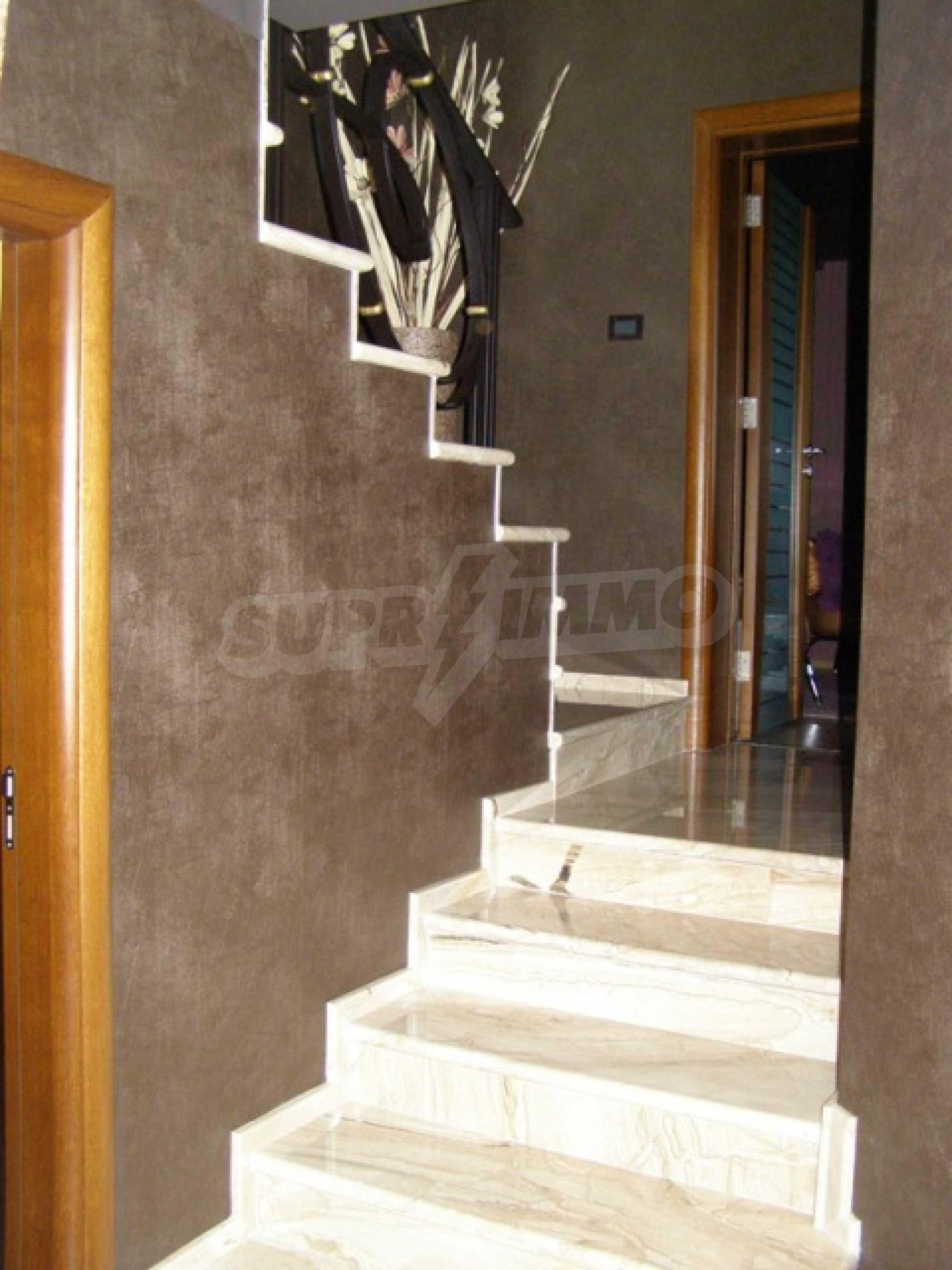 Изключителна еднофамилна къща край Варна 9