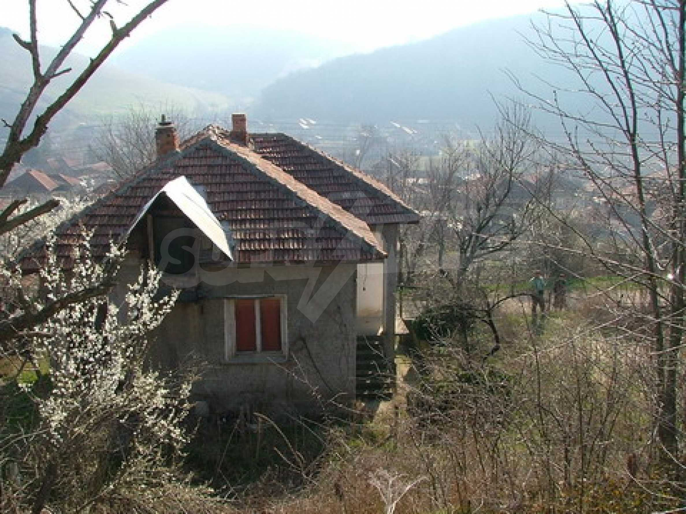 Two-storey house for repair in Dragash Voyvoda village 7