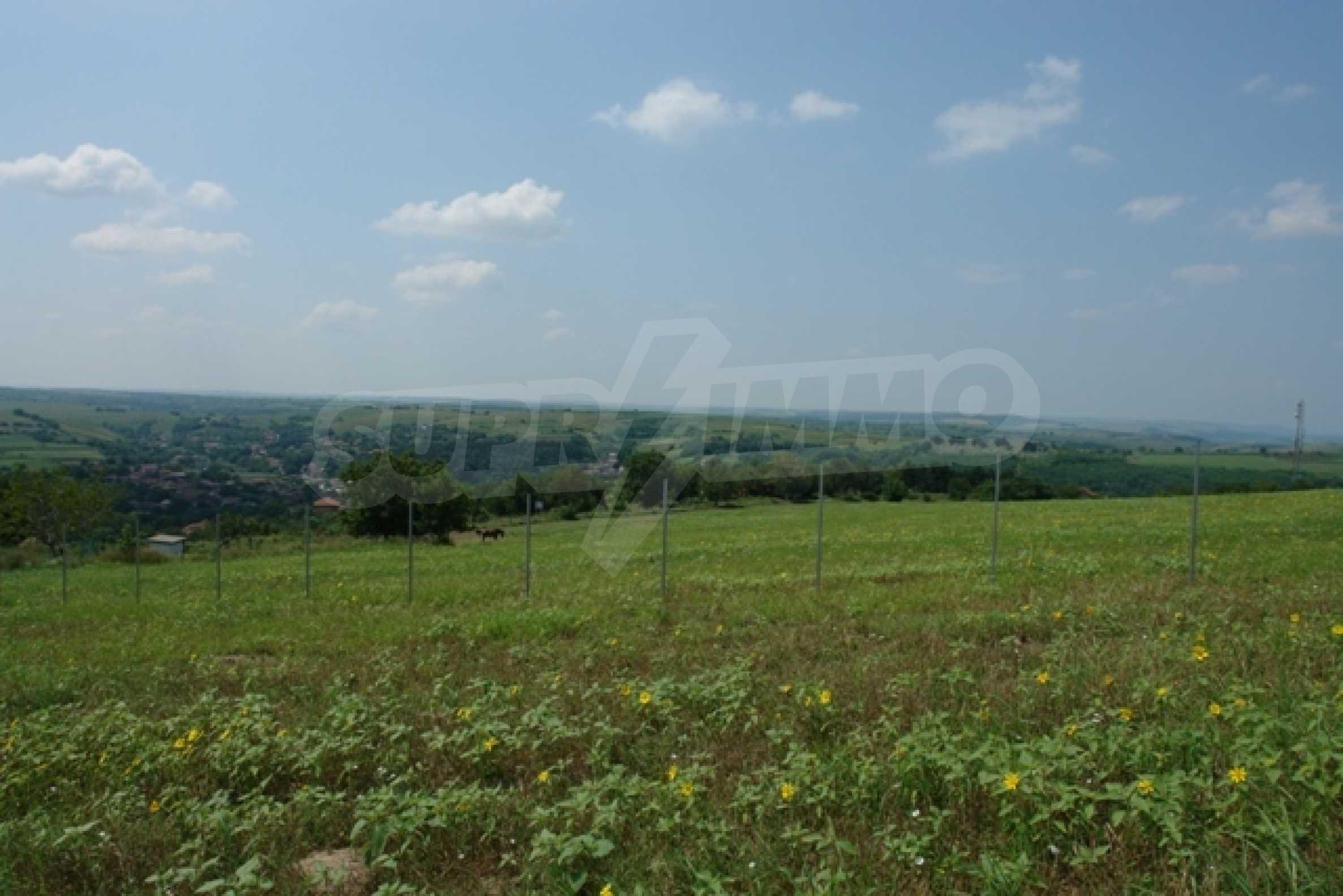Geregeltes Grundstück von 3000 qm im Dorf Mechka