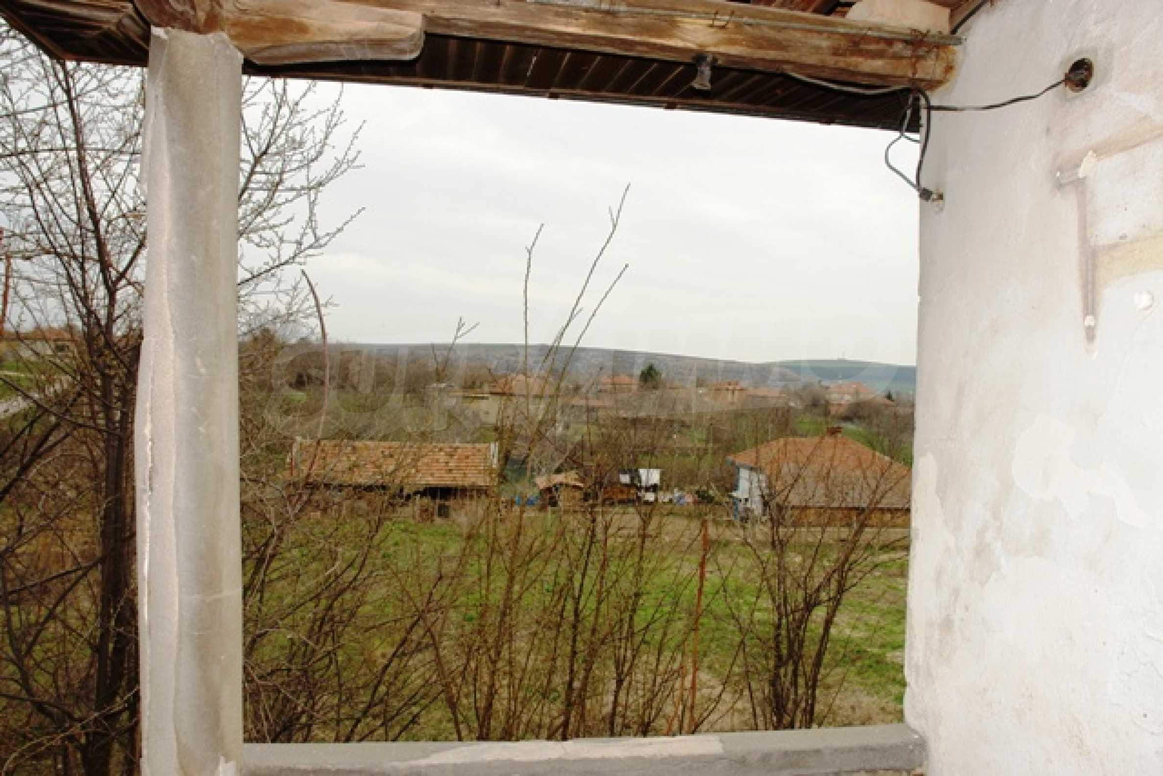 Altes Haus für die totale Reparatur, im Dorf Beltsov gelegen. 10