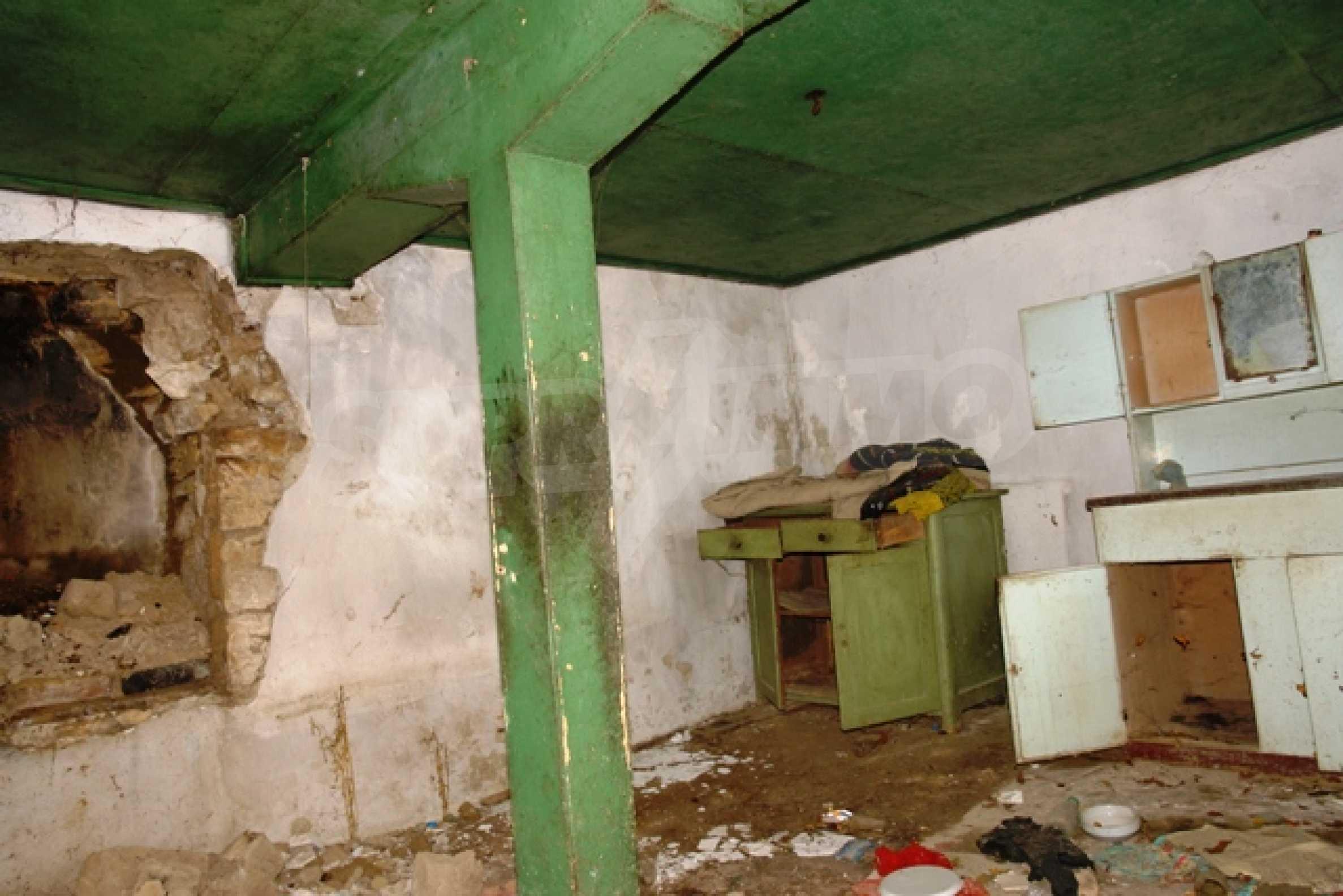 Altes Haus für die totale Reparatur, im Dorf Beltsov gelegen. 5