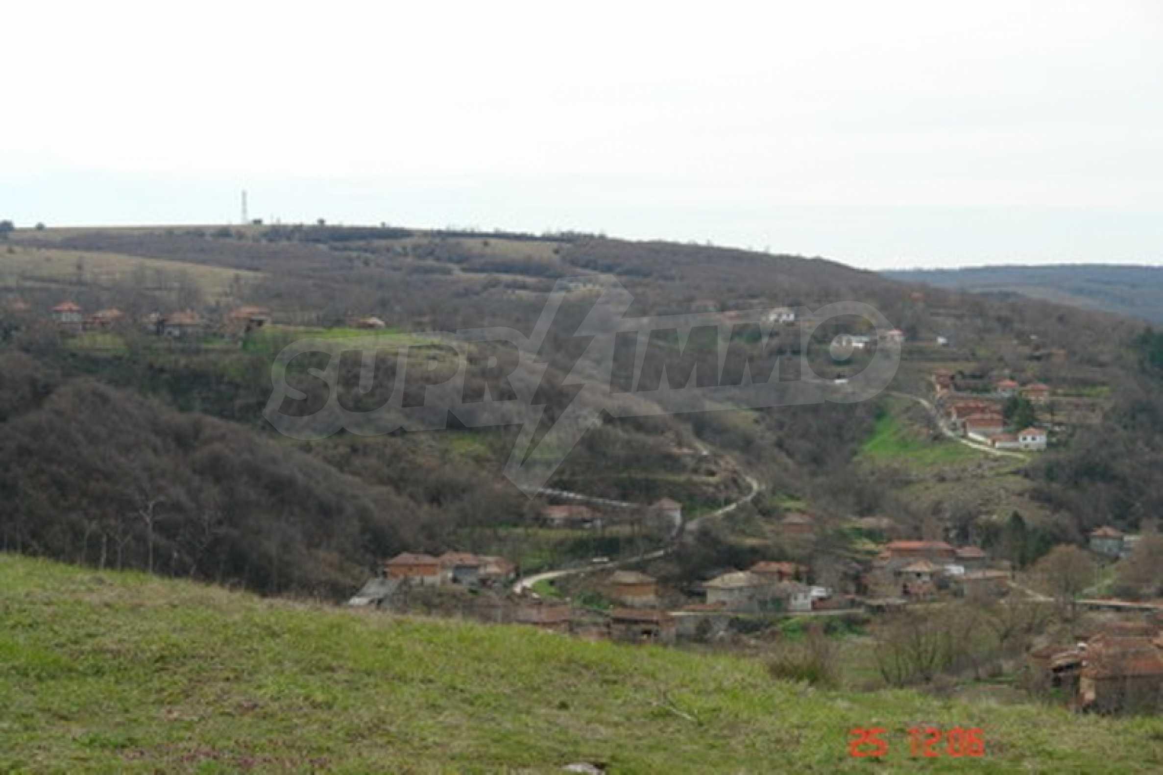 Development land in Cherven village 5