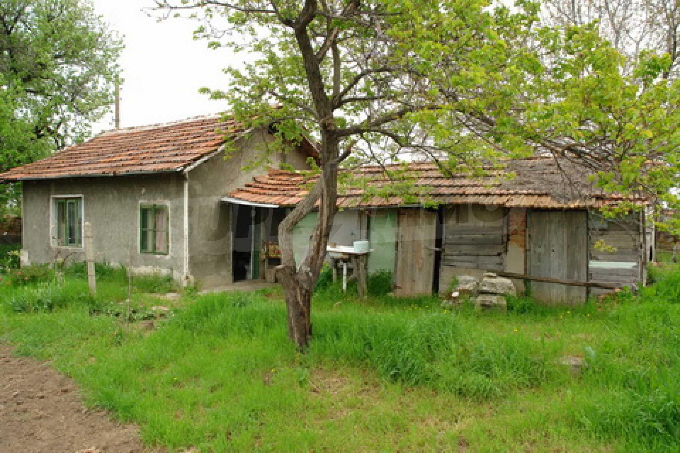 Къща на  главен път Русе-София 1