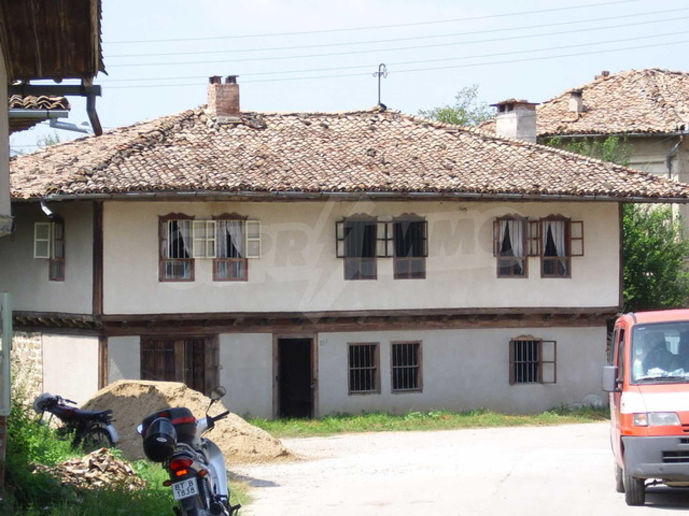 Просторна къща в традиционен стил 2