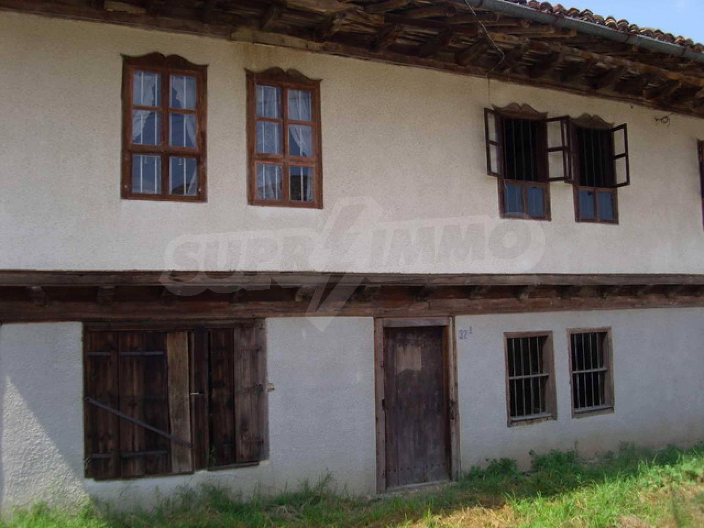 Просторна къща в традиционен стил 3