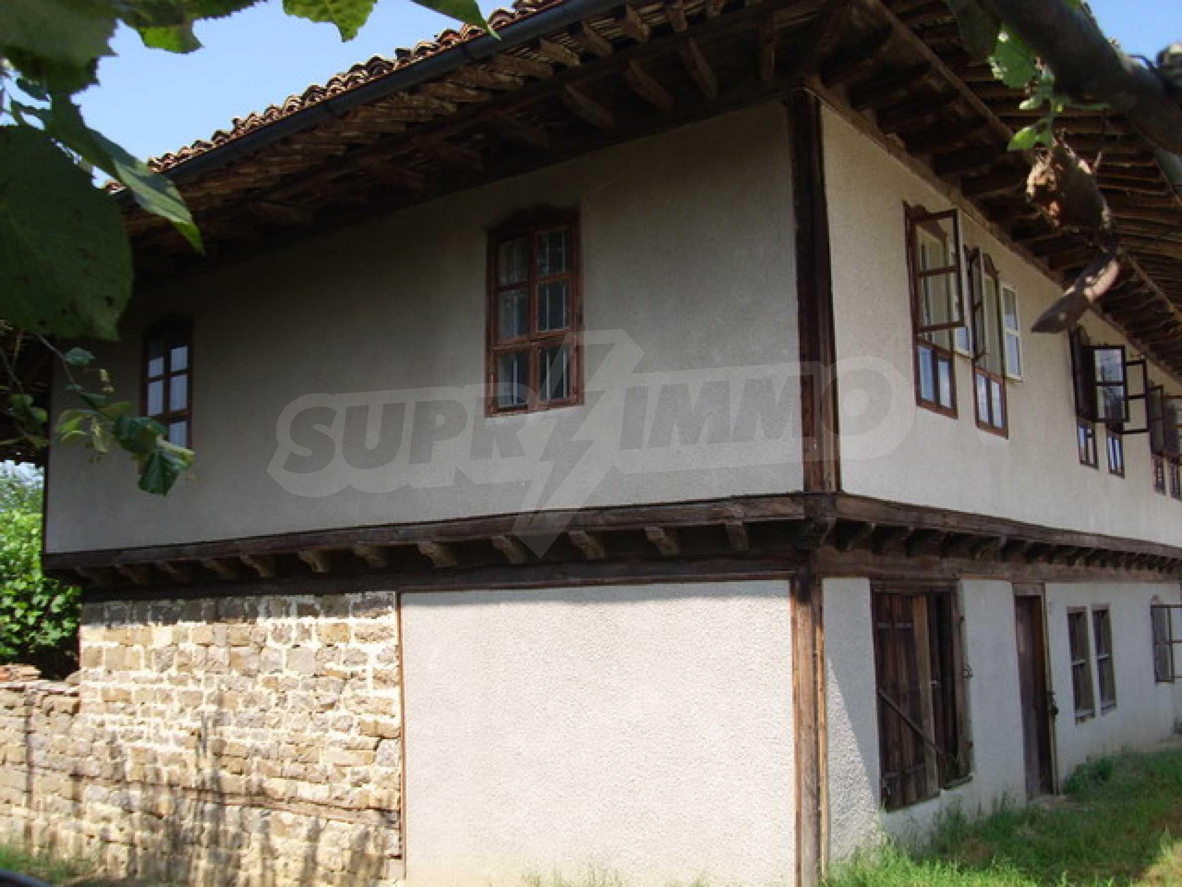 Просторна къща в традиционен стил 4