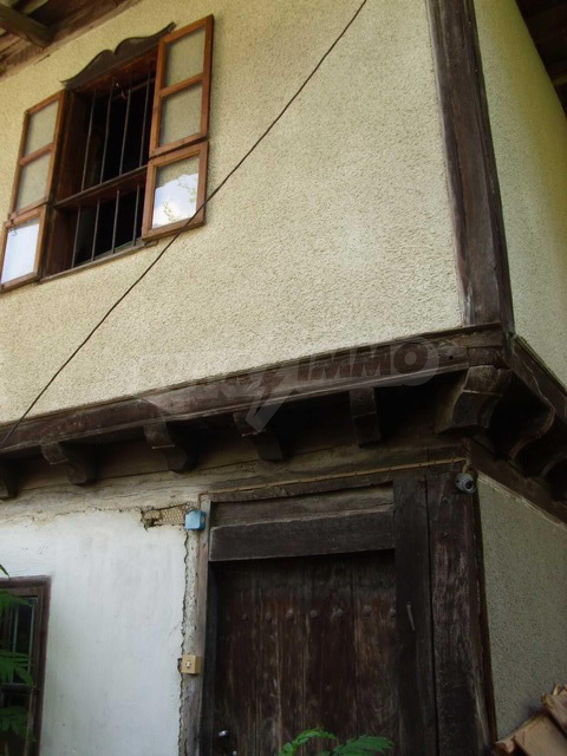 Просторна къща в традиционен стил 5