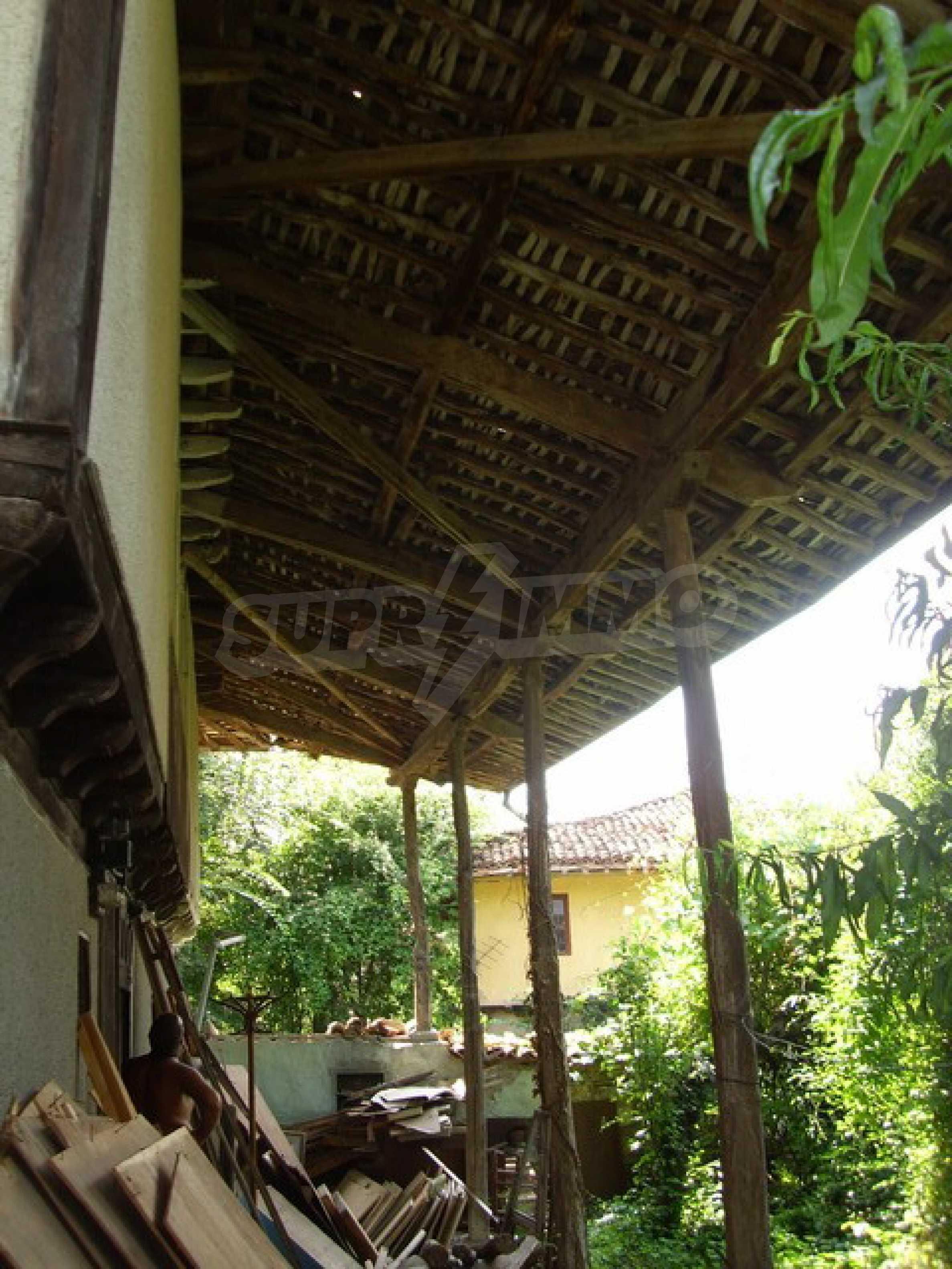 Просторна къща в традиционен стил 6