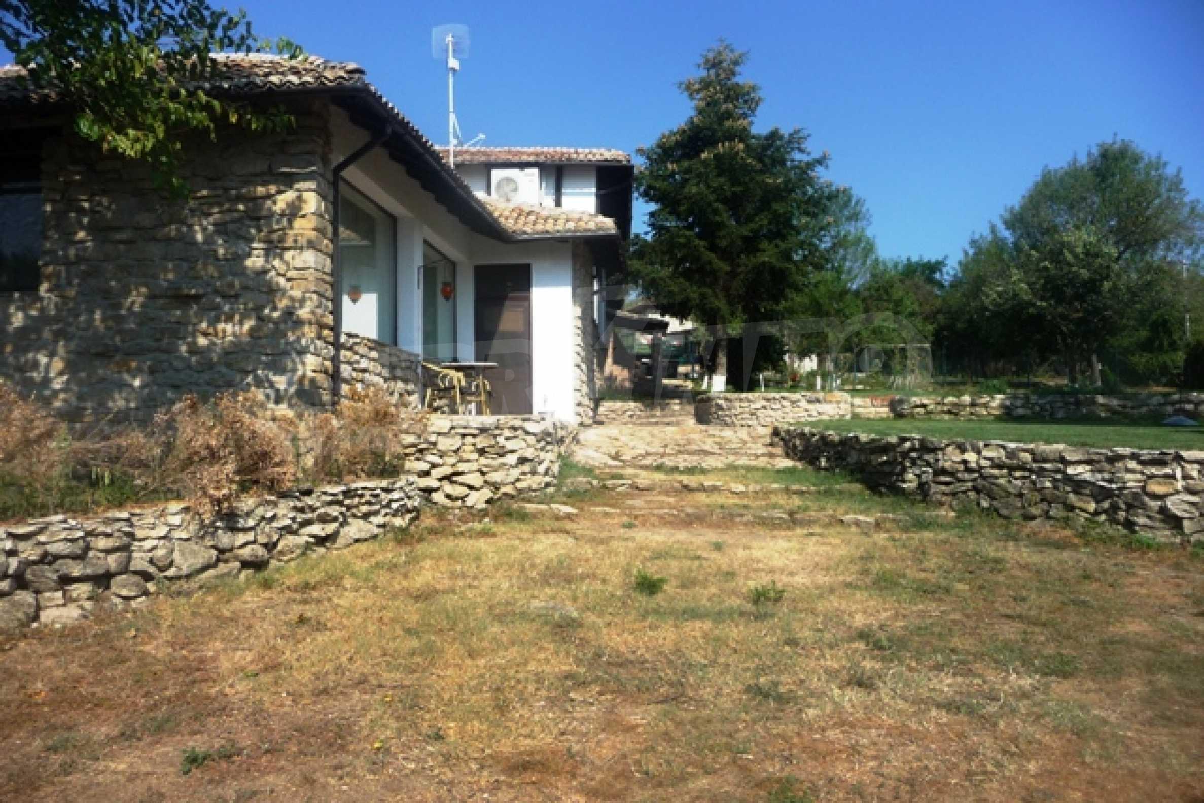 Отлично поддържан имот в село Аврен 9