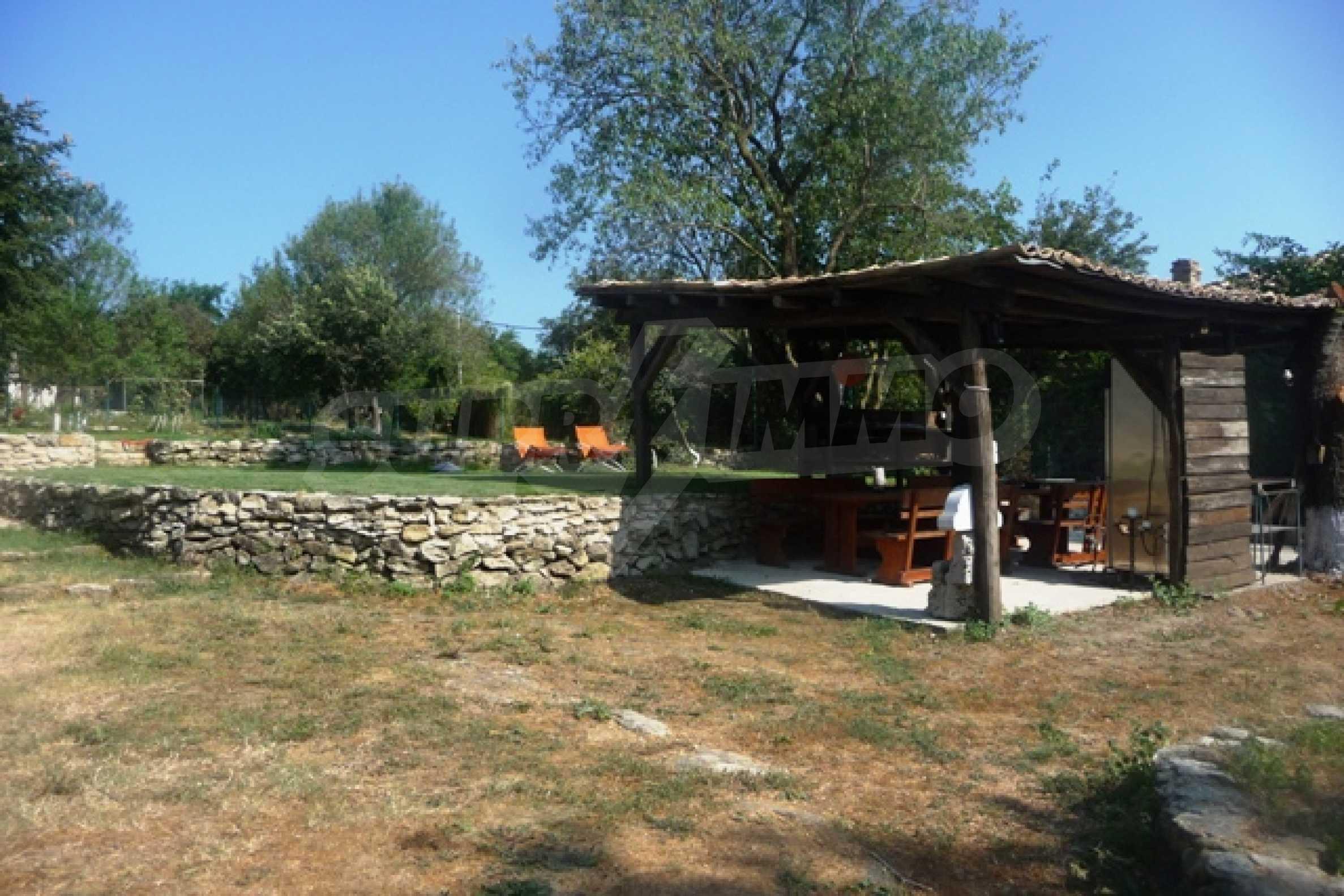 Отлично поддържан имот в село Аврен 10