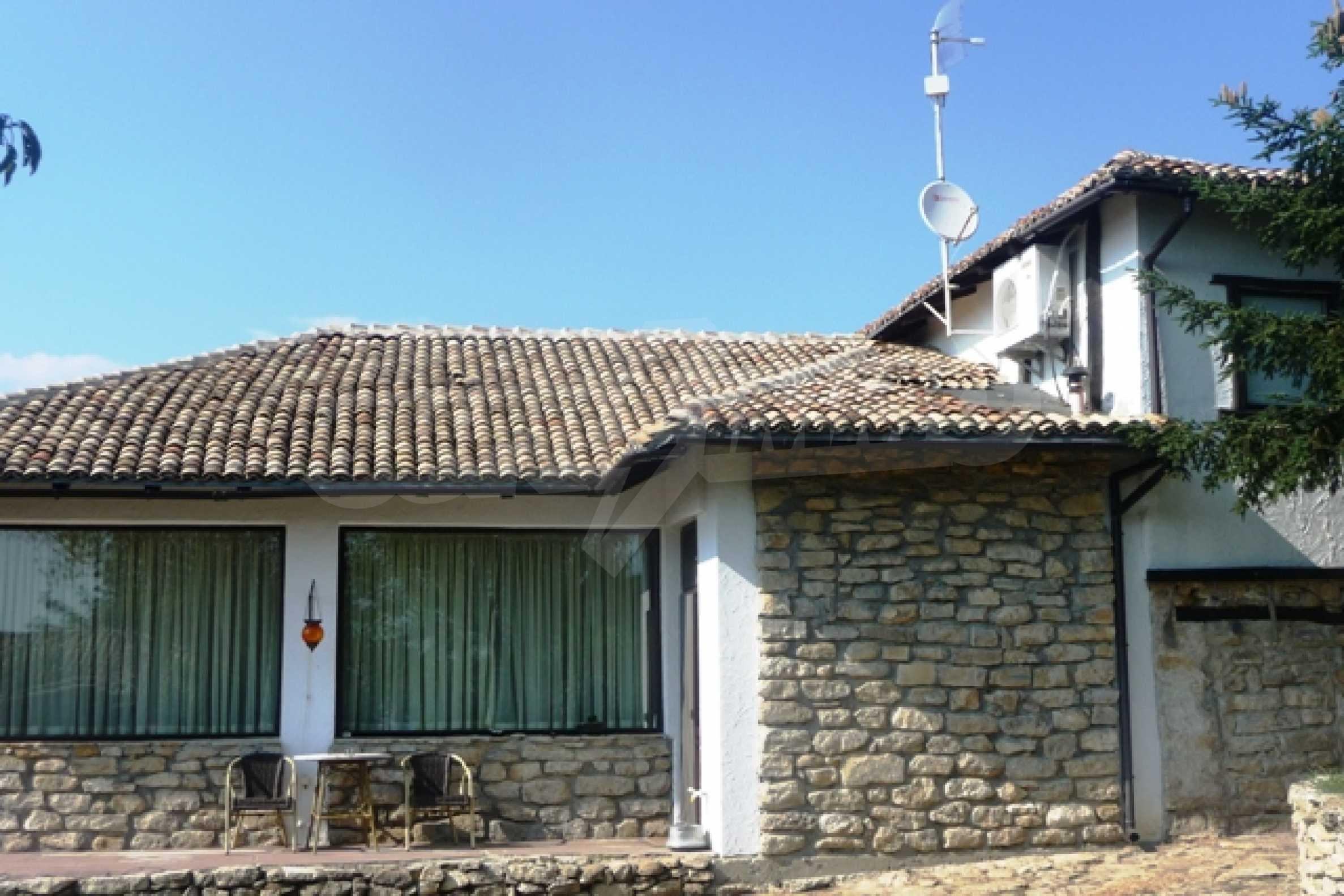 Отлично поддържан имот в село Аврен 2